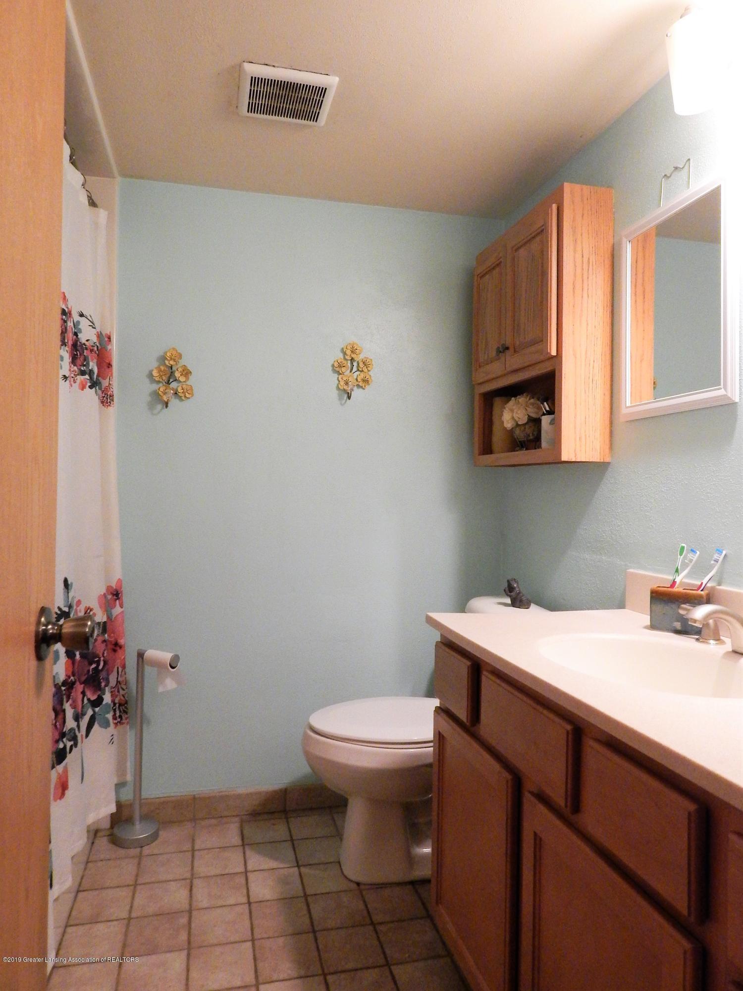 13444 Tiffin St - Bathroom - 27