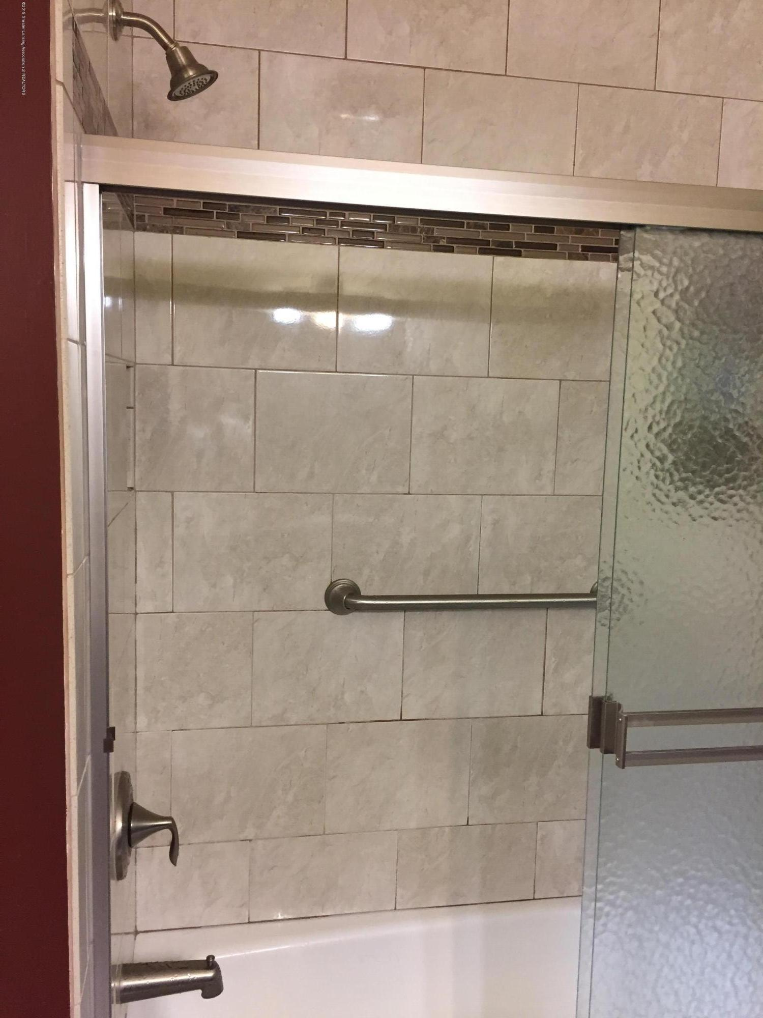 805 E Dill Dr - Beautiful Tiled Bath & Shower - 46