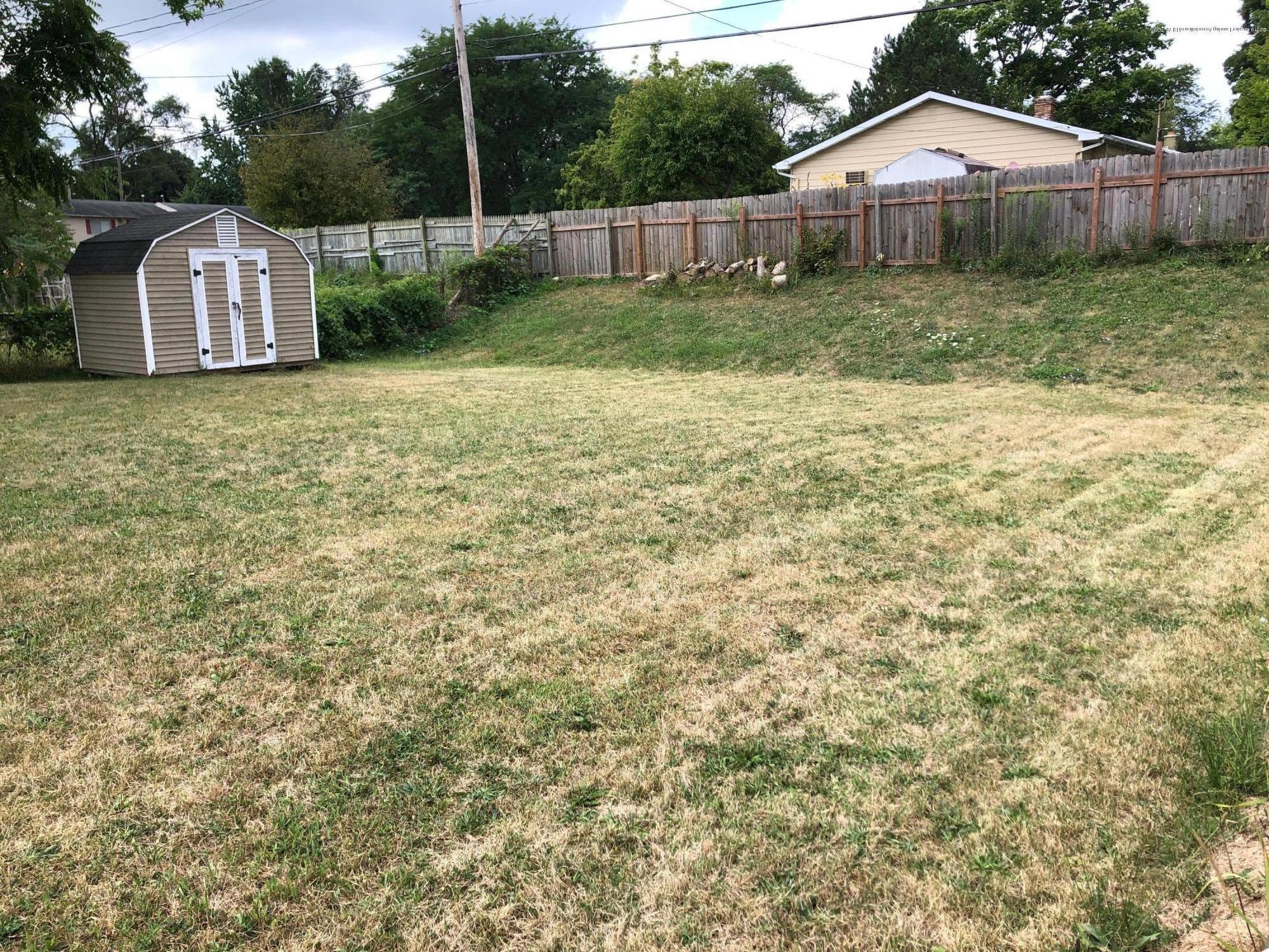 4622 Burchfield Ave - Backyard - 10