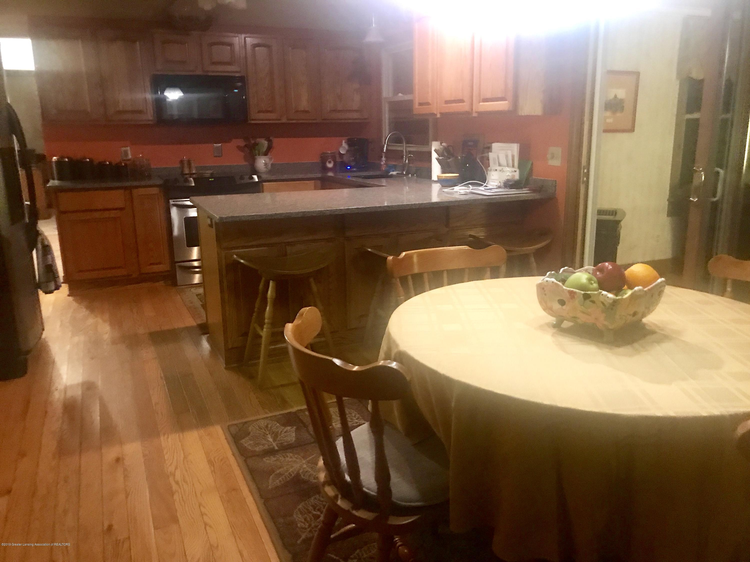 805 E Dill Dr - Spacious Open Eat-in Kitchen - 72