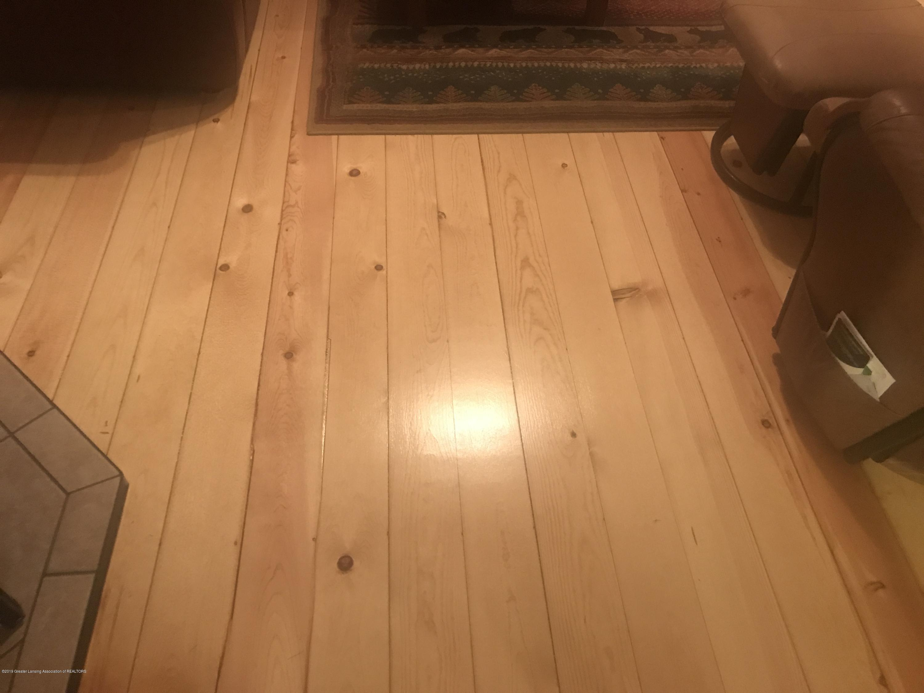 805 E Dill Dr - Beautiful Refinished Pine Wood Flooring. - 100