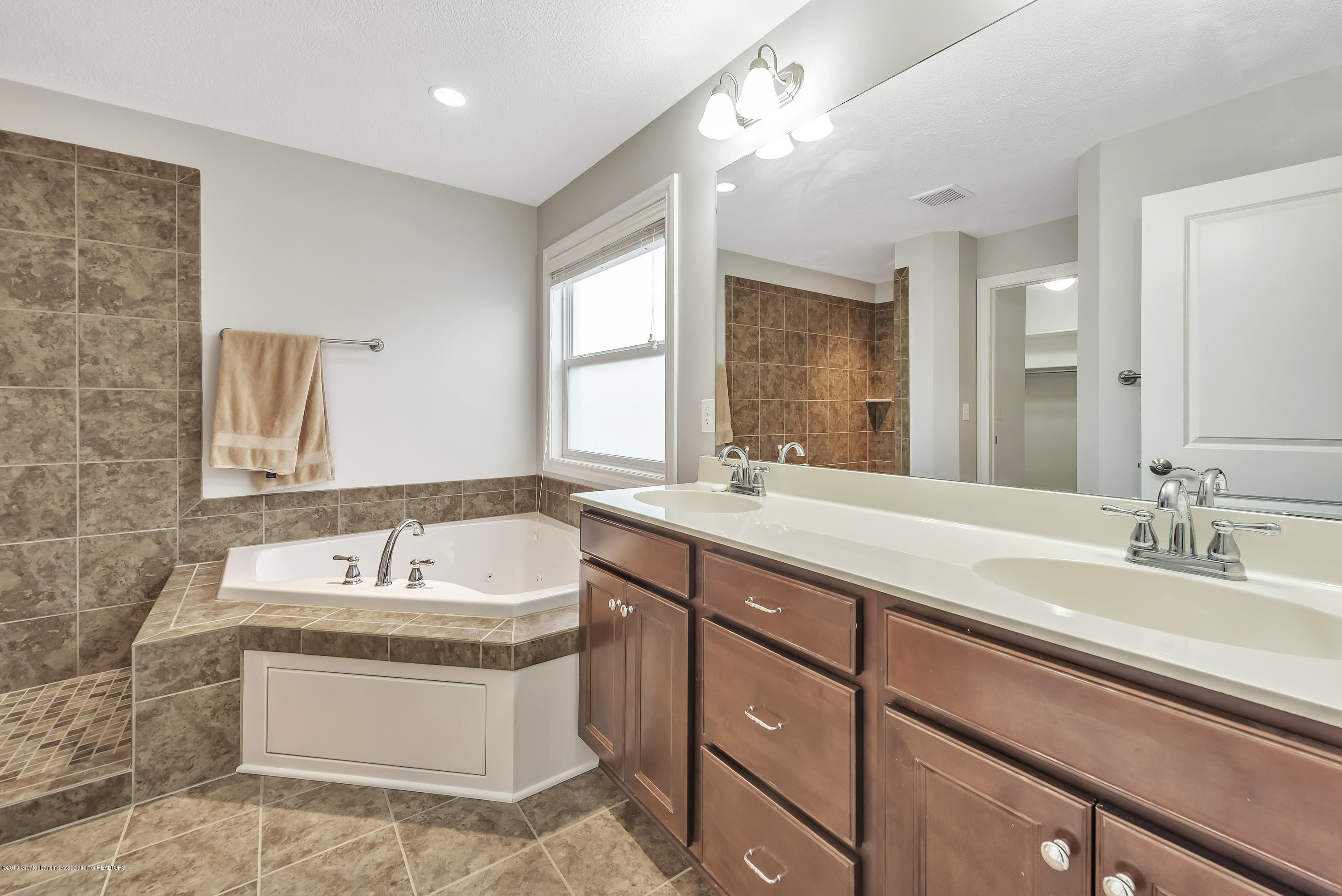 4229 Rain Forest Cir - 4229-Rainforest-Circle-Okemos-MI-windows - 31