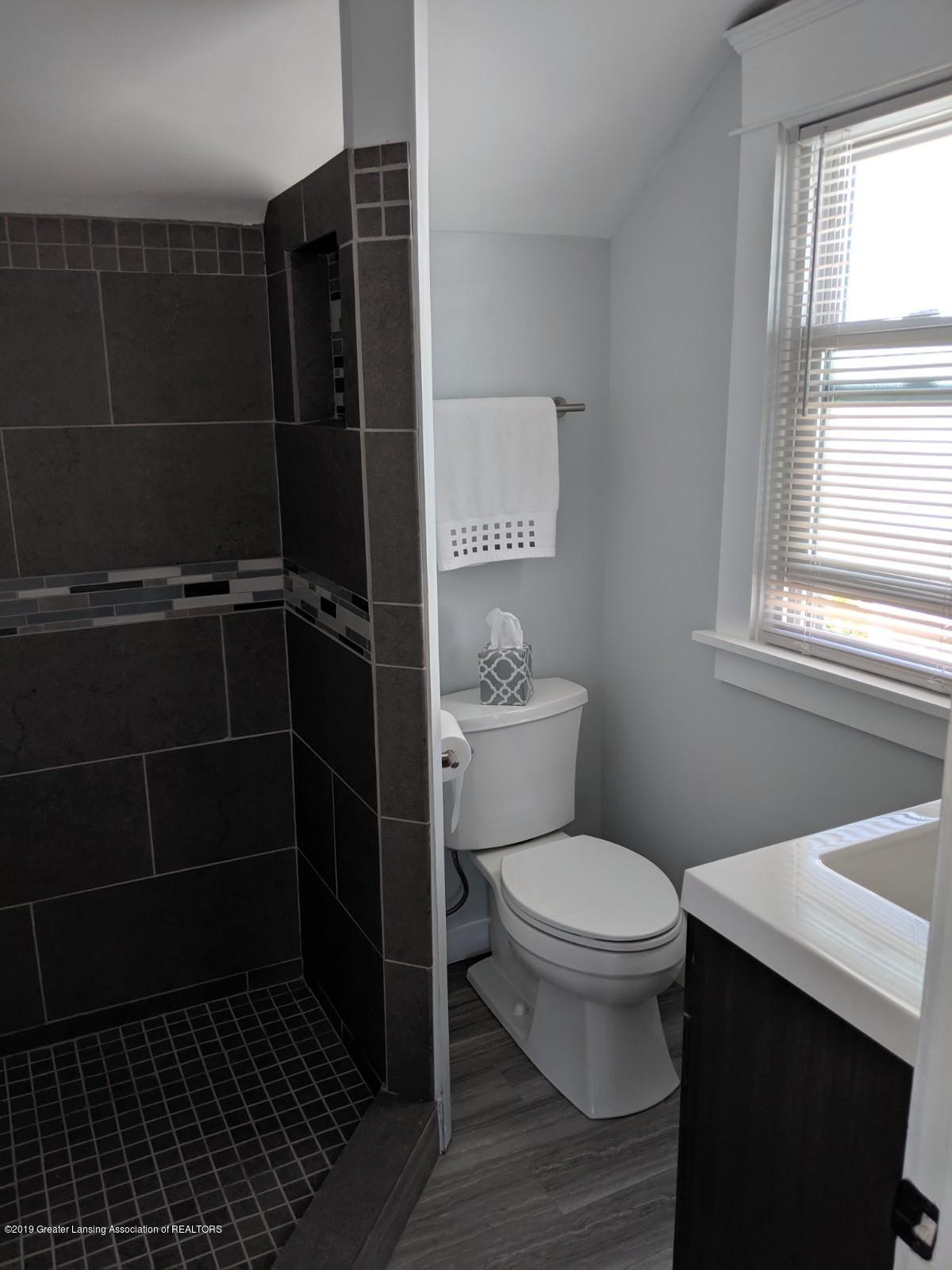1318 Eureka St - upstairs bath - 22