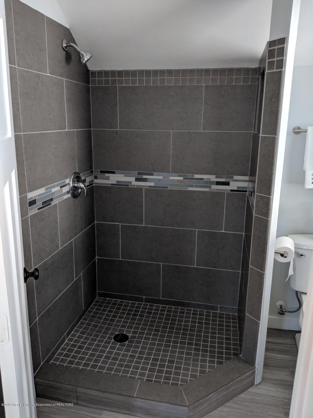 1318 Eureka St - upstairs shower - 19