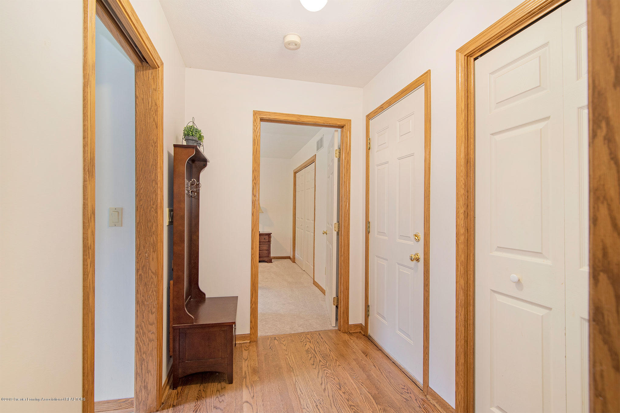 4341 Heartwood Rd - Hall to Laundry & ensuite Bedroom - 16
