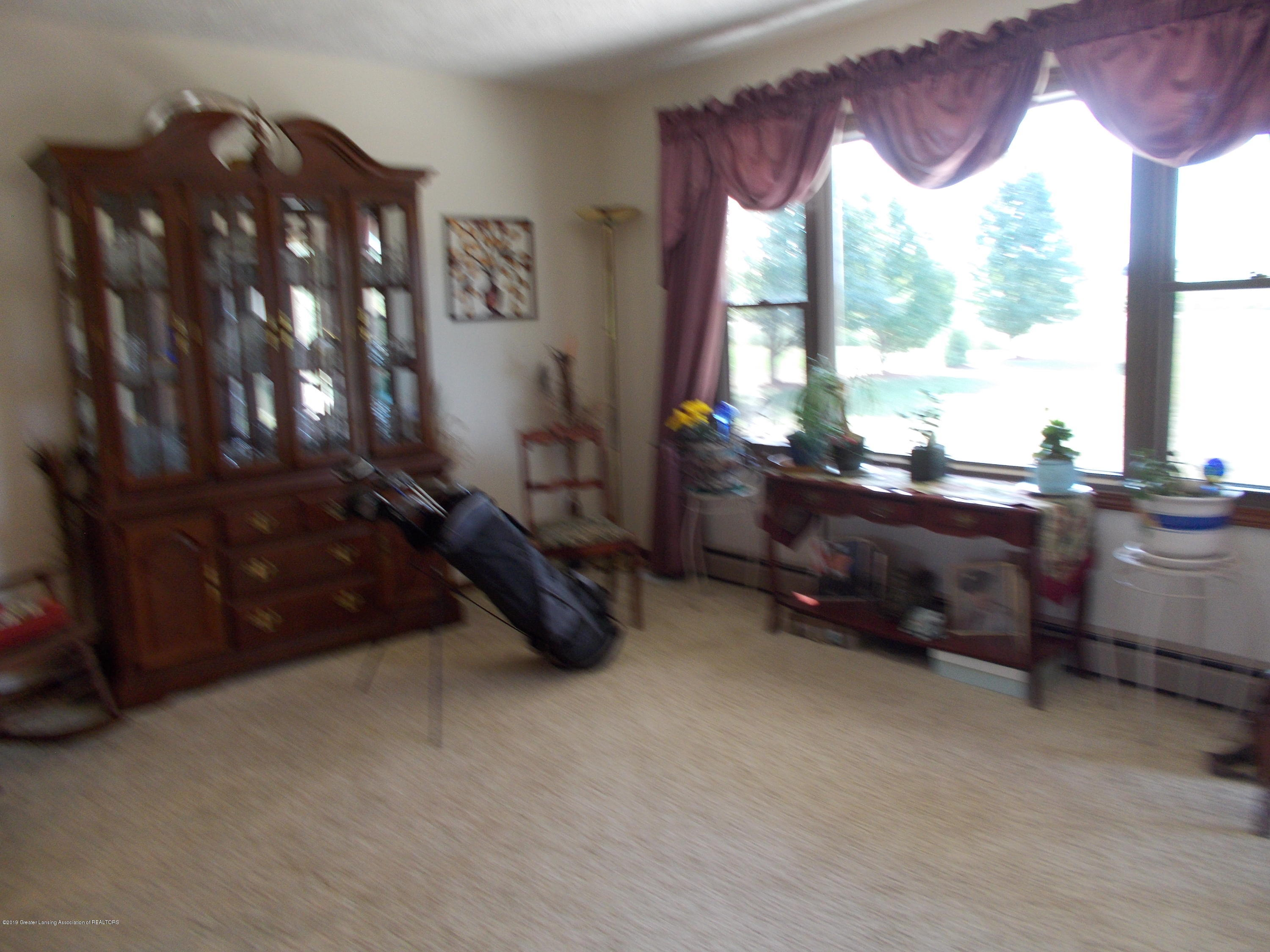 8625 E Bellevue Hwy - Living Room - 13