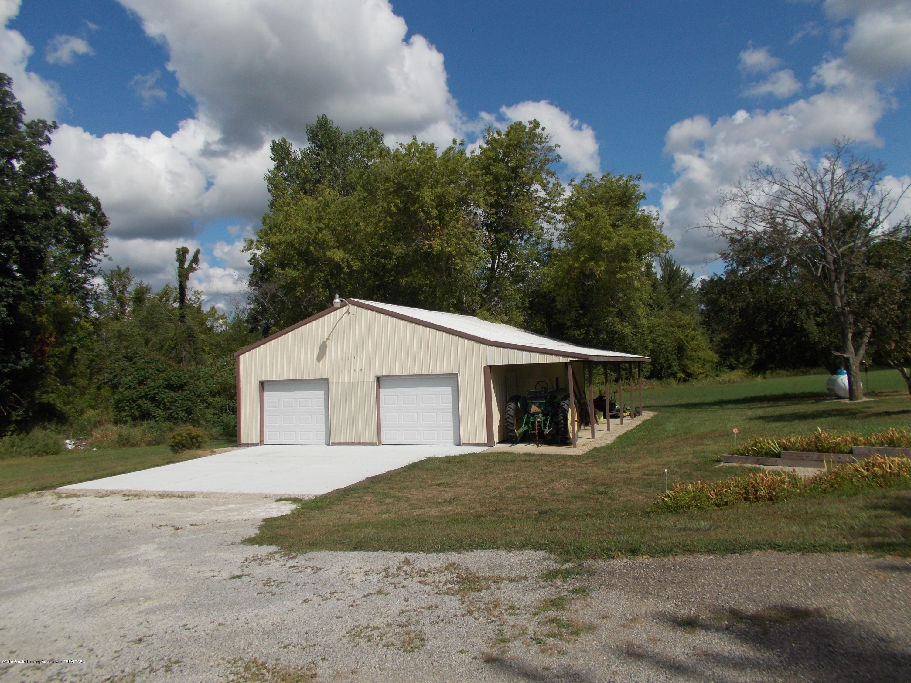 8625 E Bellevue Hwy - Pole barn/Garage - 42