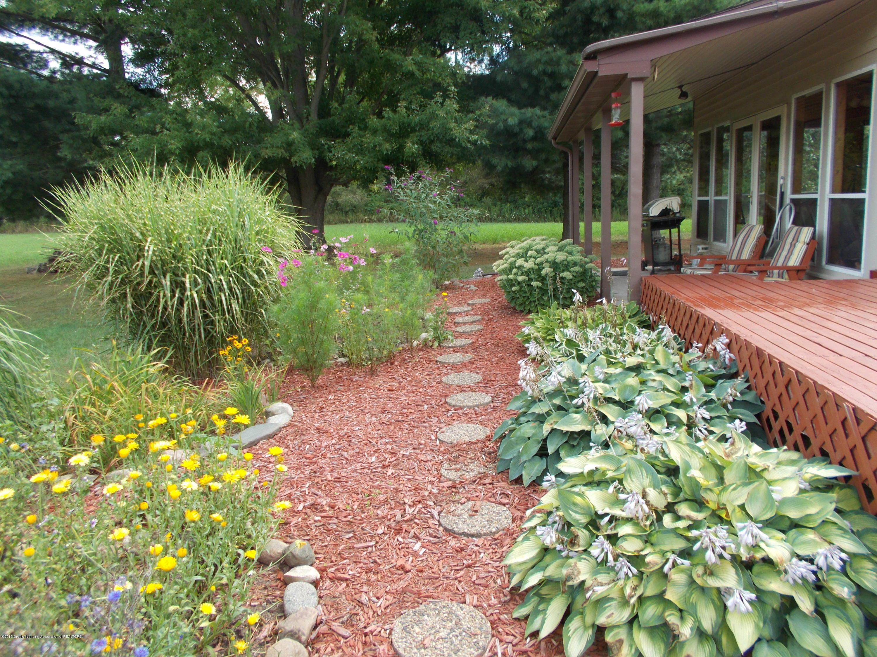 8625 E Bellevue Hwy - Path through the garden - 50