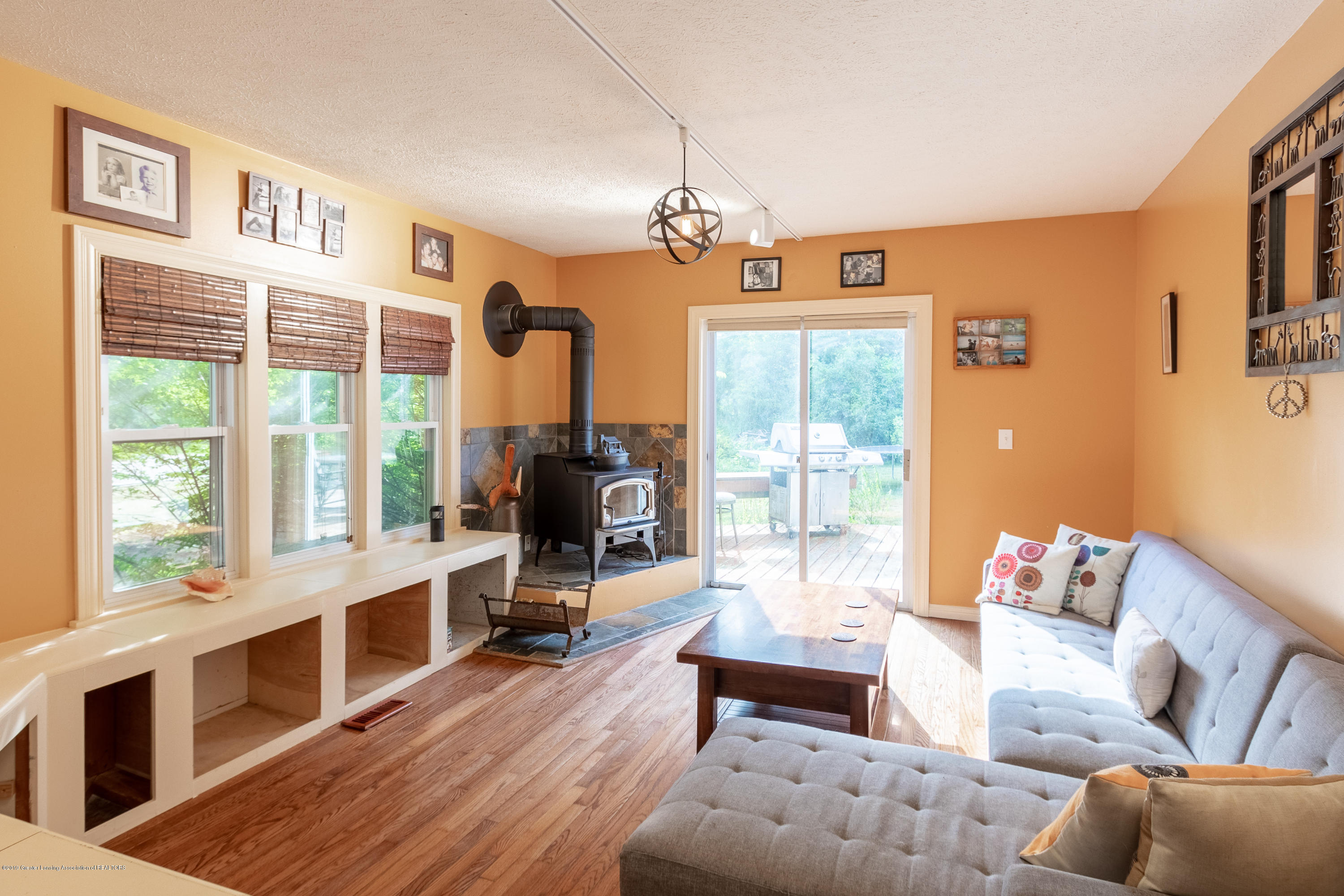 8755 Coleman Rd - Family Room - 17