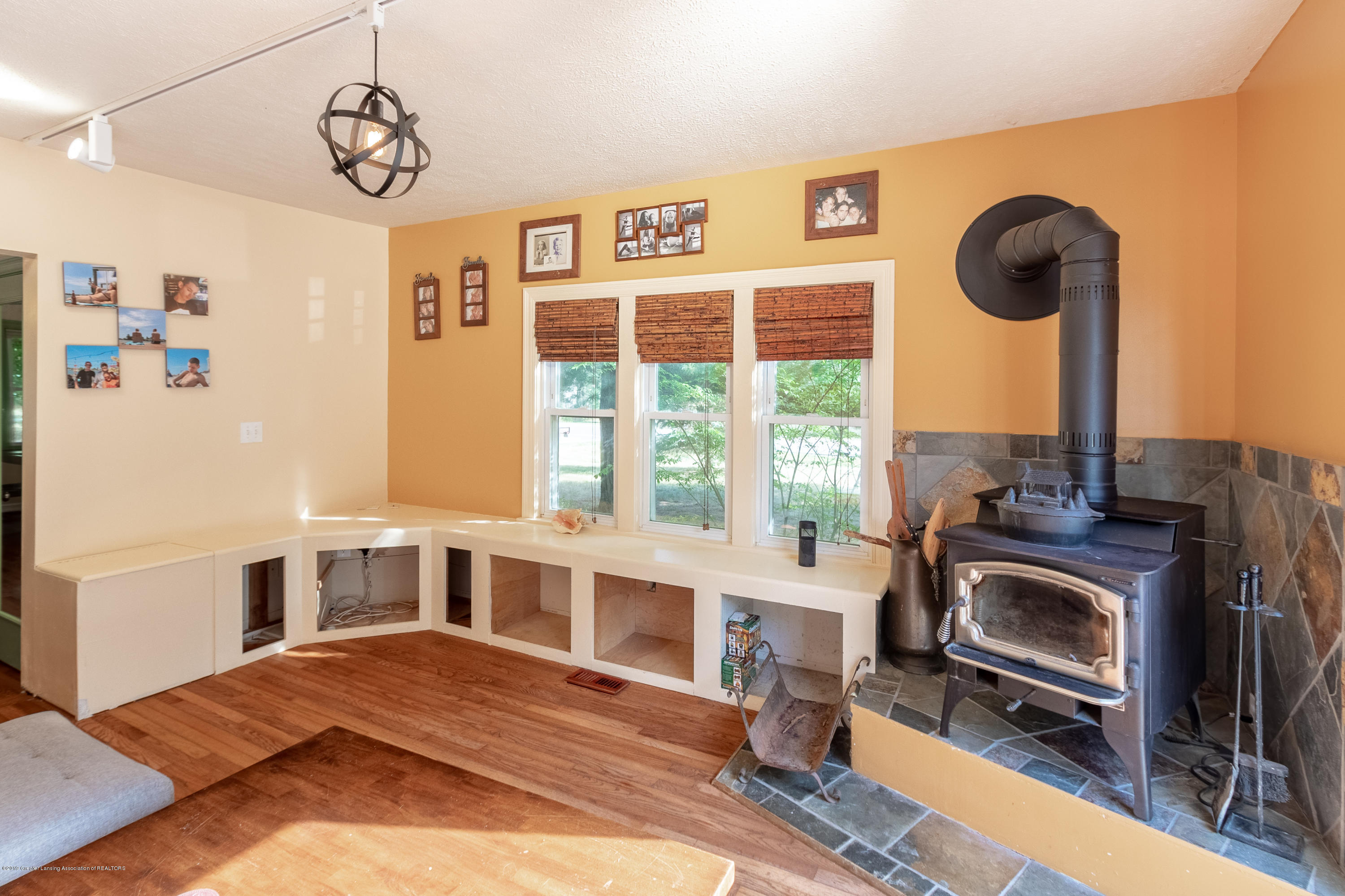 8755 Coleman Rd - Family Room - 18