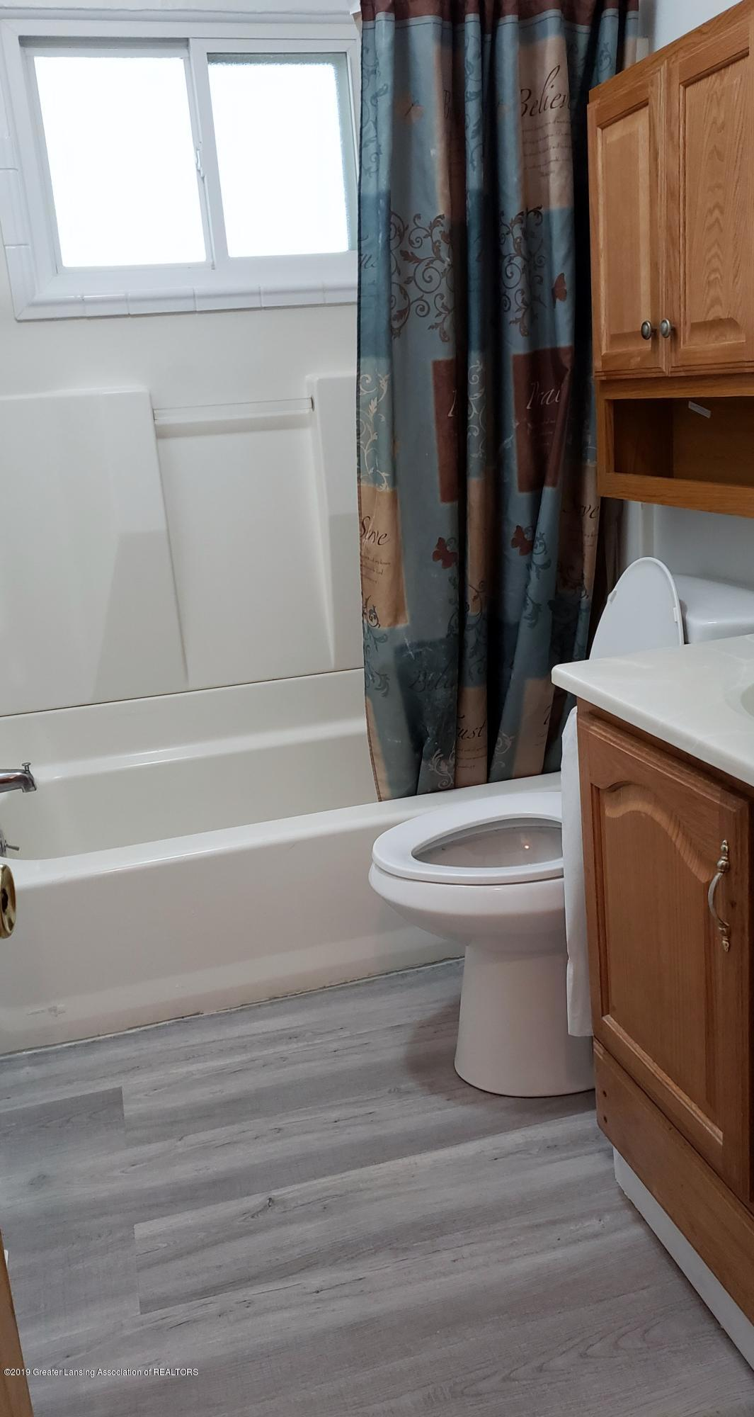 224 Woodhaven Dr - Bathroom - 12