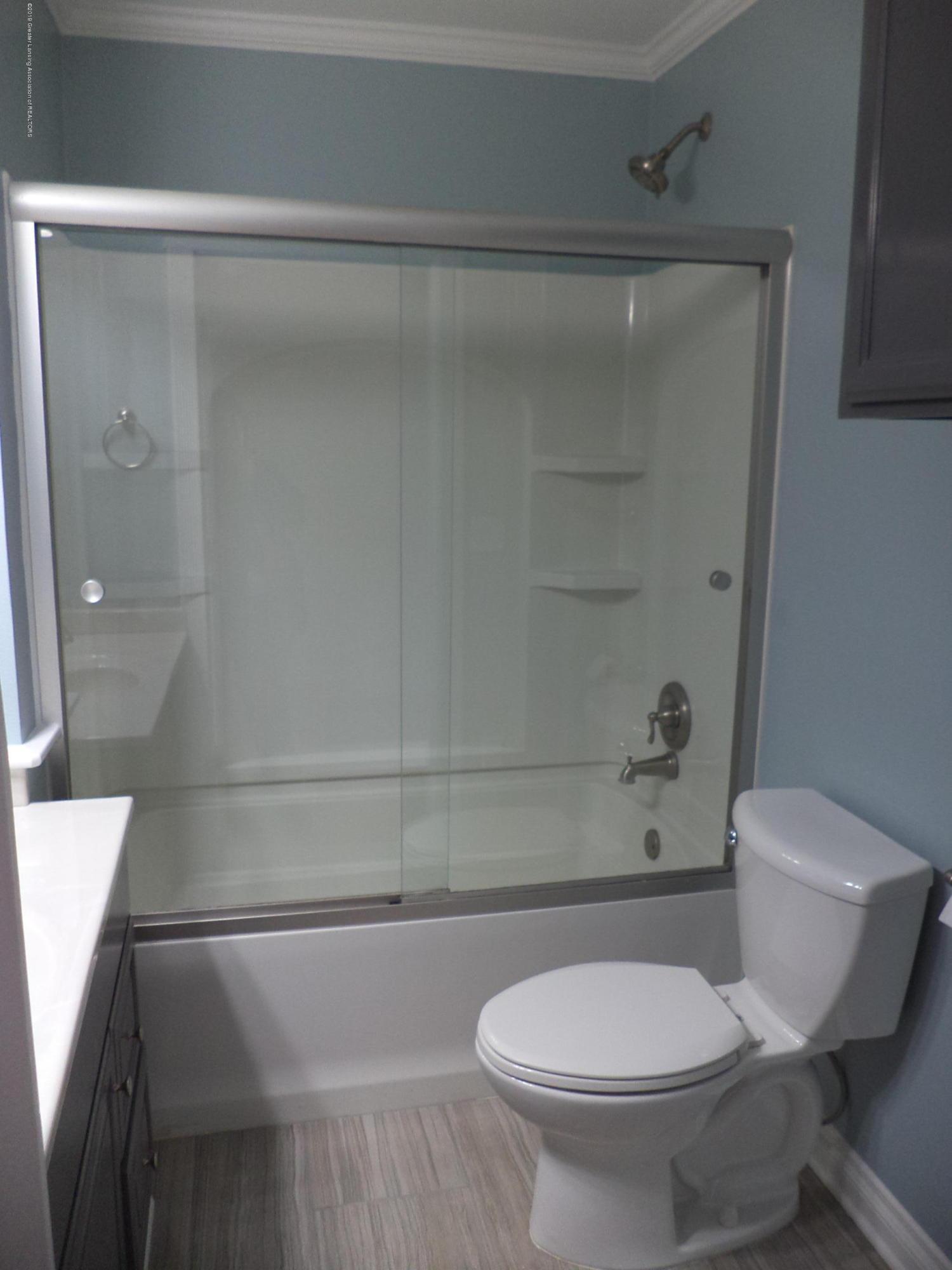 3200 S Dewitt Rd - Main bath tub shower - 13
