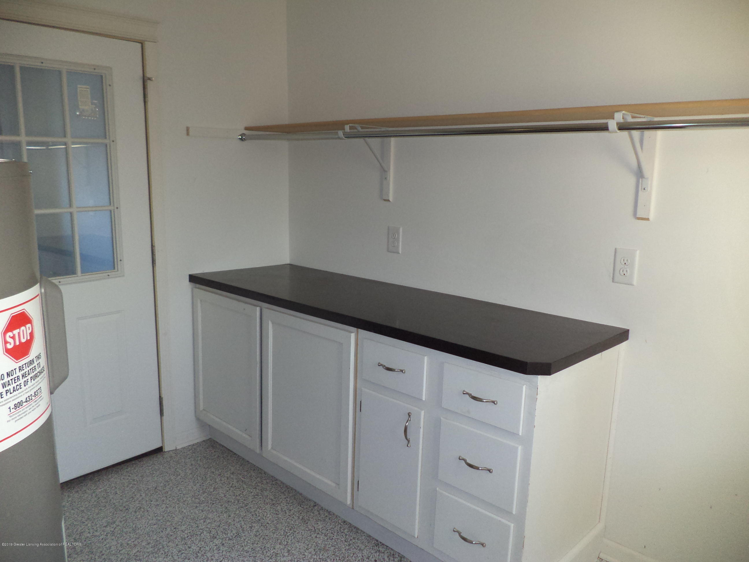 3200 S Dewitt Rd - Laundry utility counter - 25