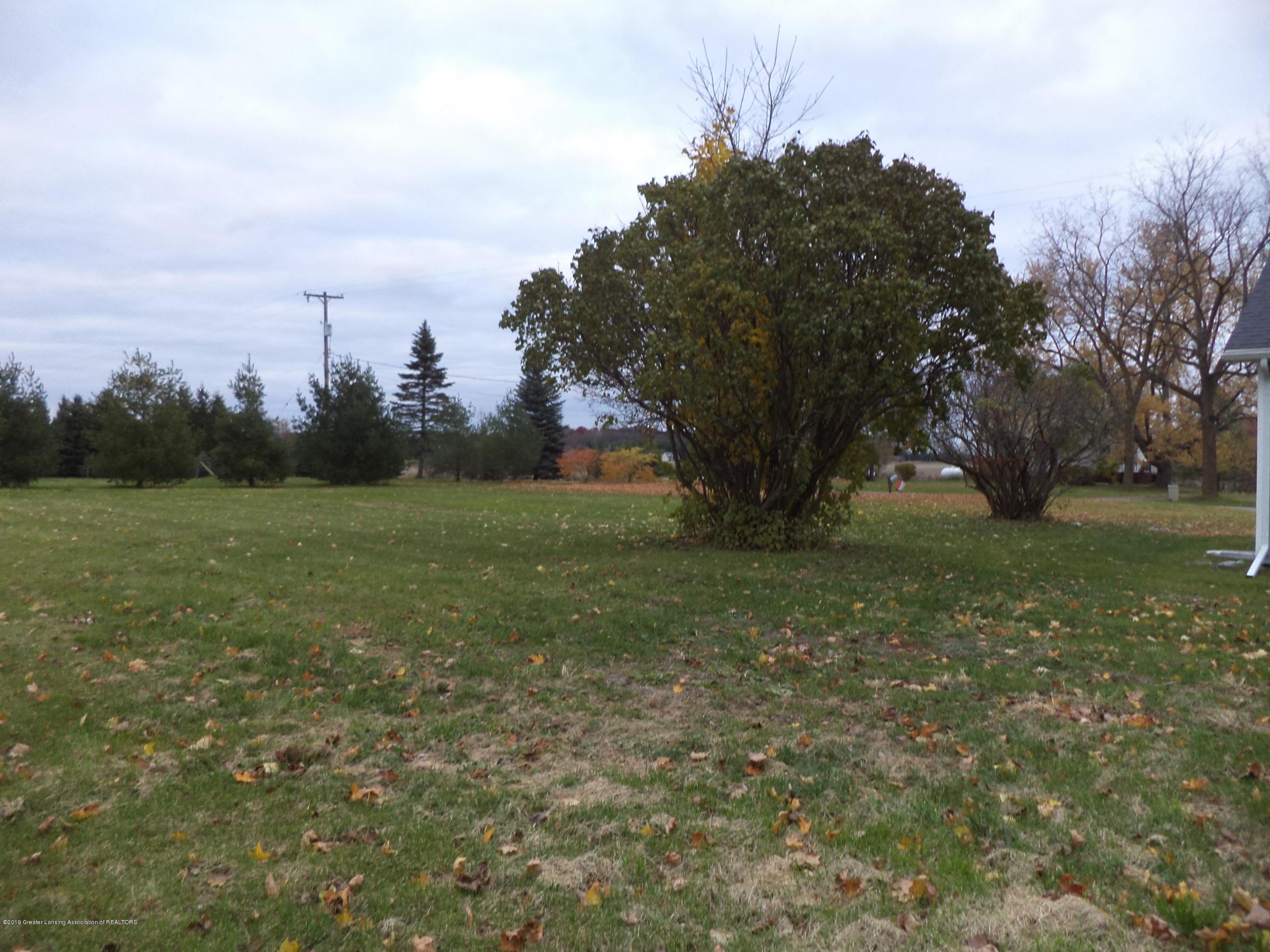 3200 S Dewitt Rd - NW back corner yard - 36