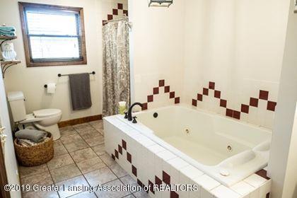4241 Whittum Rd - Master Bath - 17