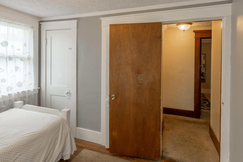 1300 E Oakland Ave - Bedroom - 17