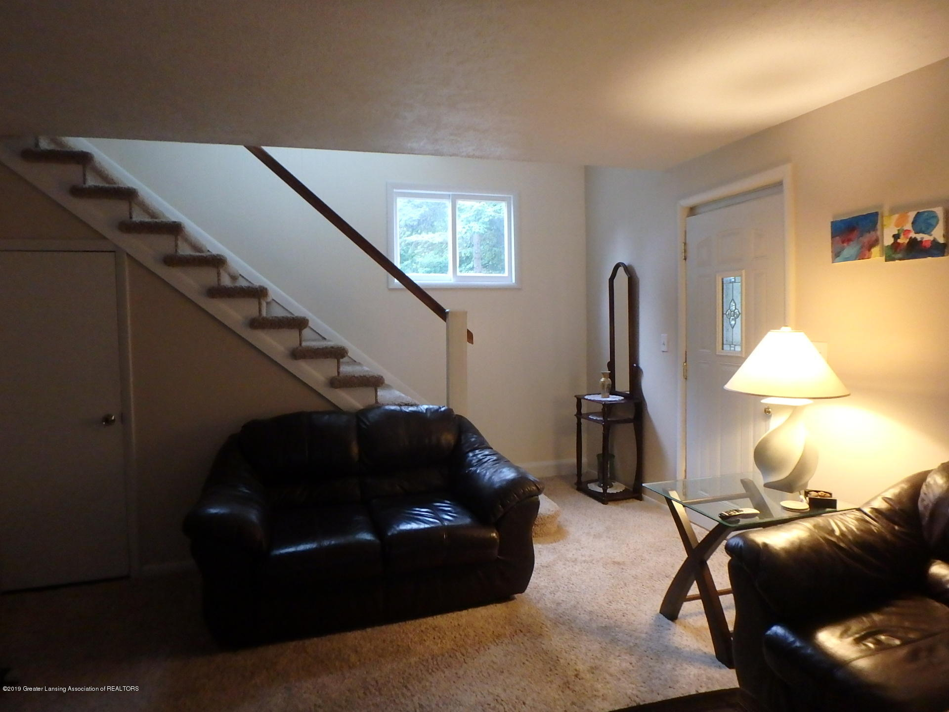 315 Pleasant St - Living Room - 8