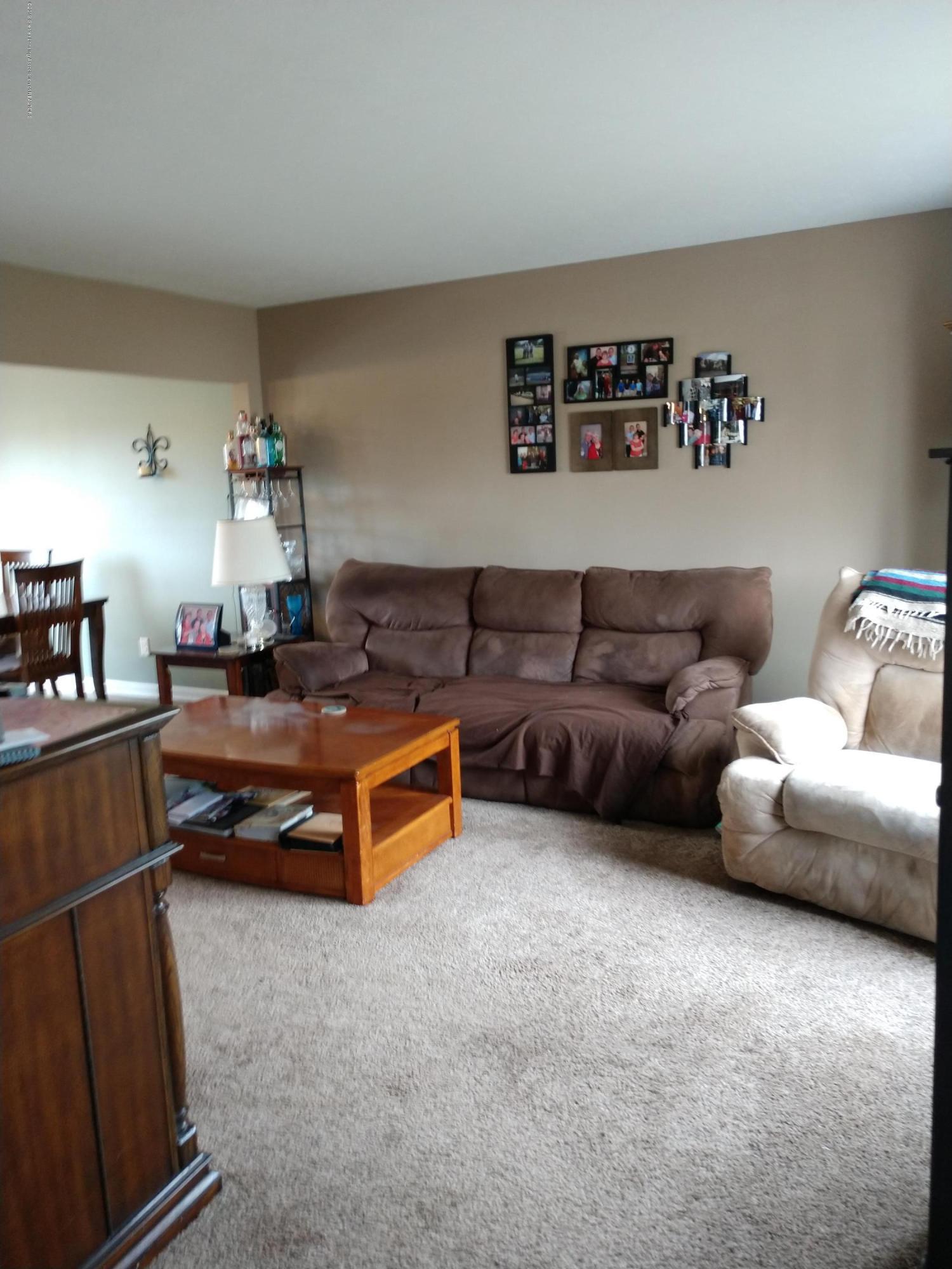 1273 Evans St - Living Room - 4