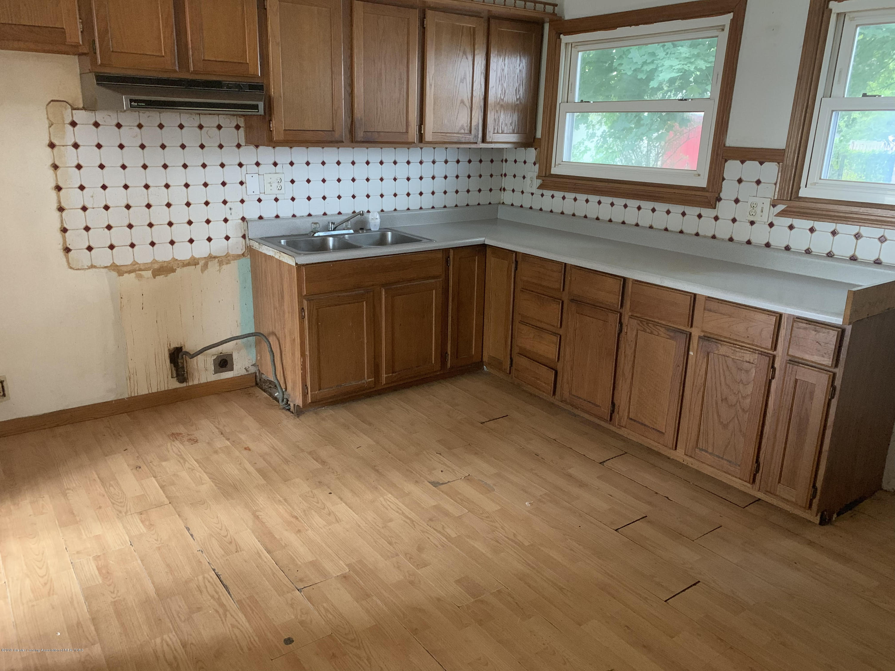 2071 Adelpha Ave - Kitchen - 12