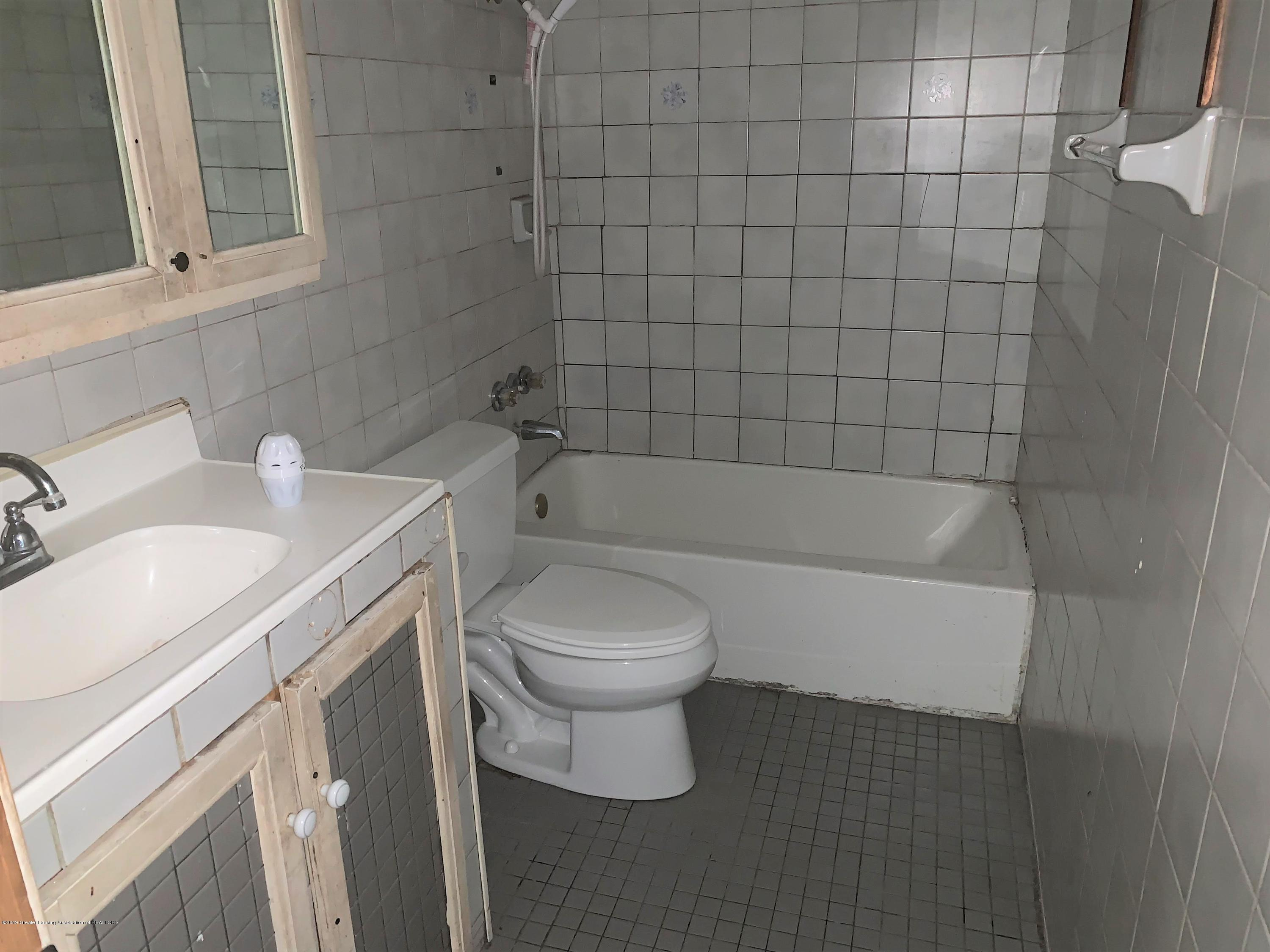 2071 Adelpha Ave - Bathroom - 14