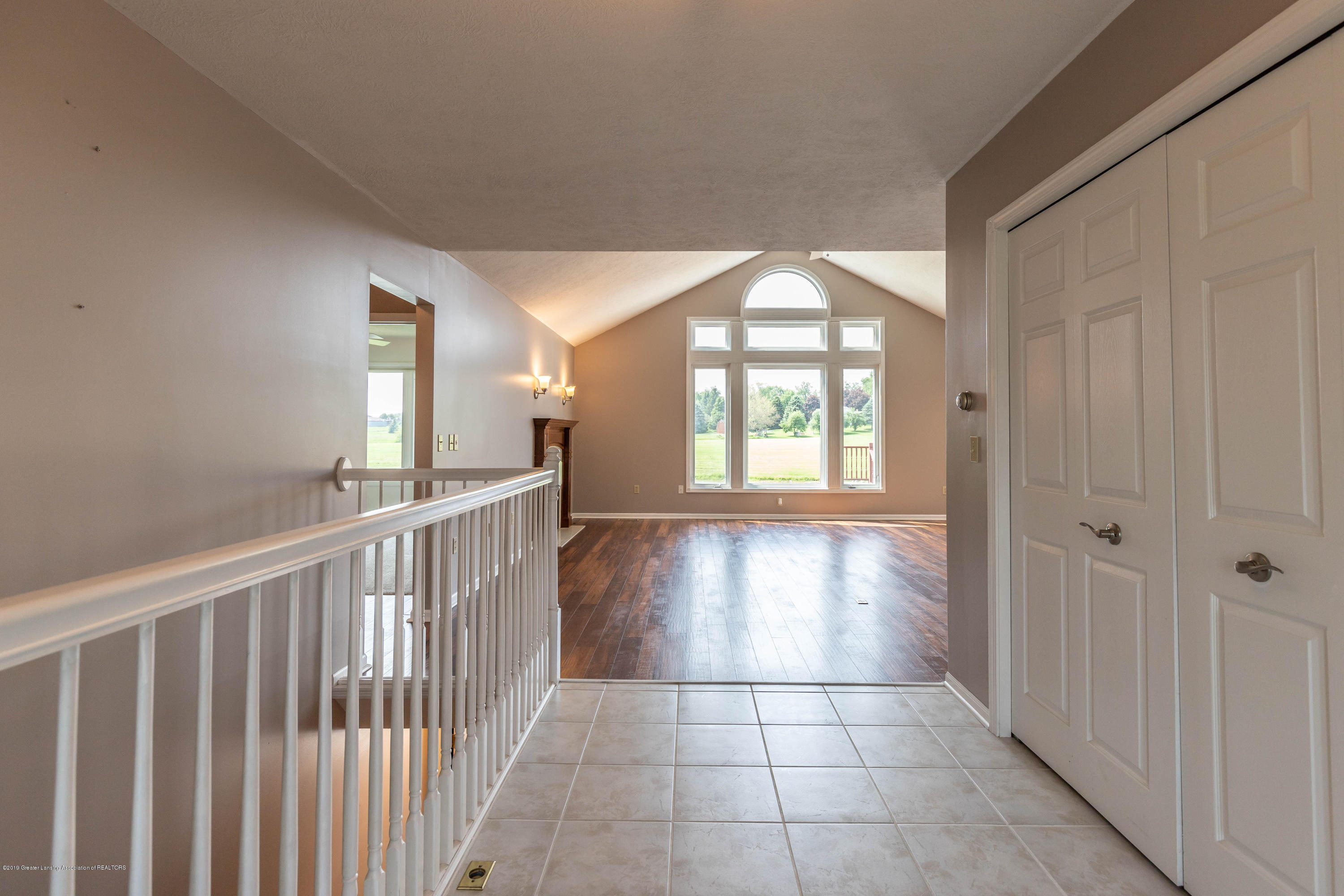 1031 Crandell Dr - crandellfoyer (1 of 1) - 17