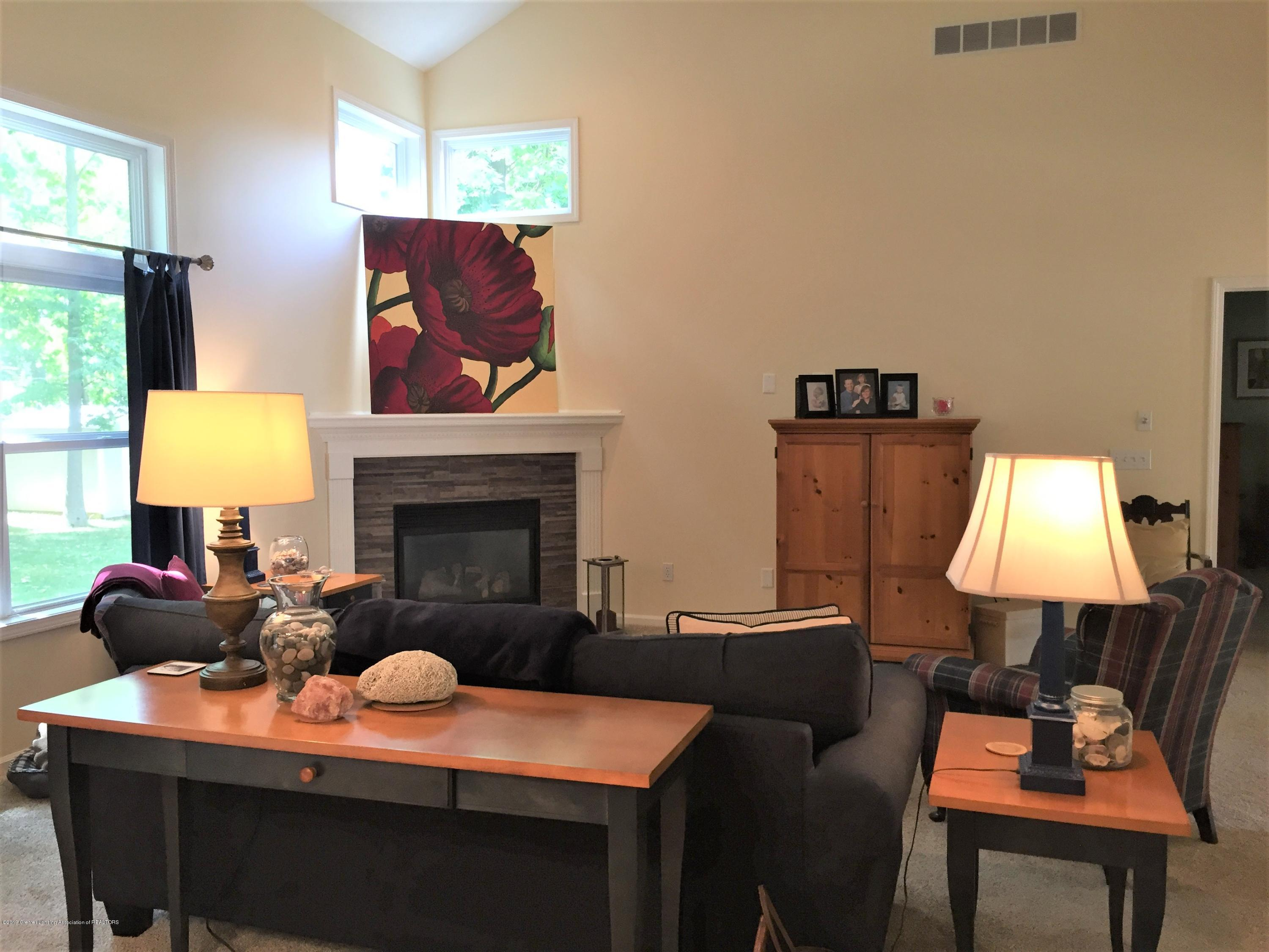 8617 Wheatdale Dr - Living Room - 17