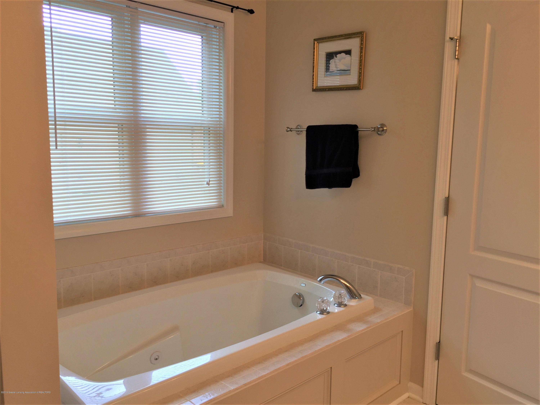 8617 Wheatdale Dr - Master Bathroom - 28