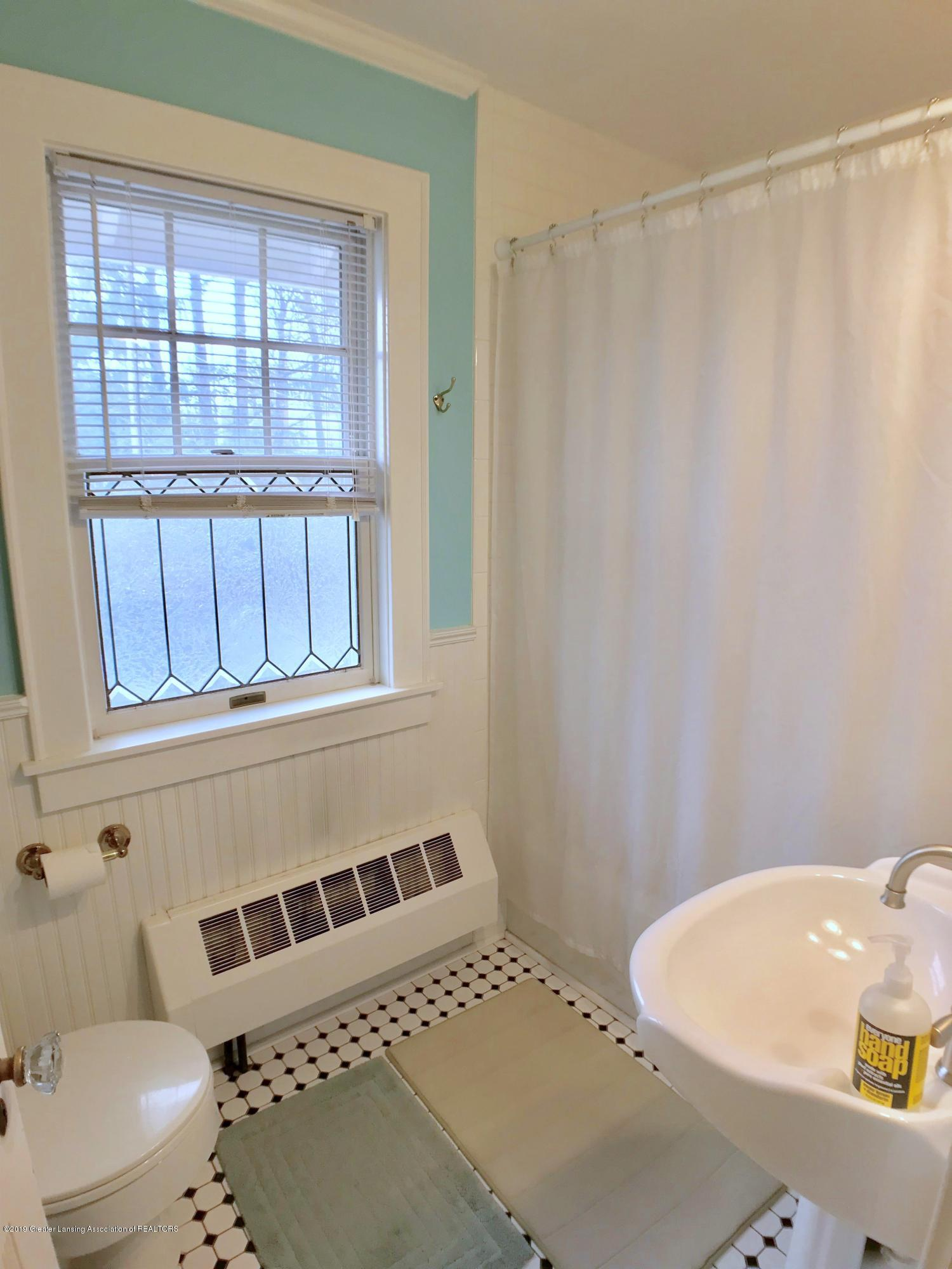 404 Clifton Blvd - Second Floor Full Bath 1 - 29