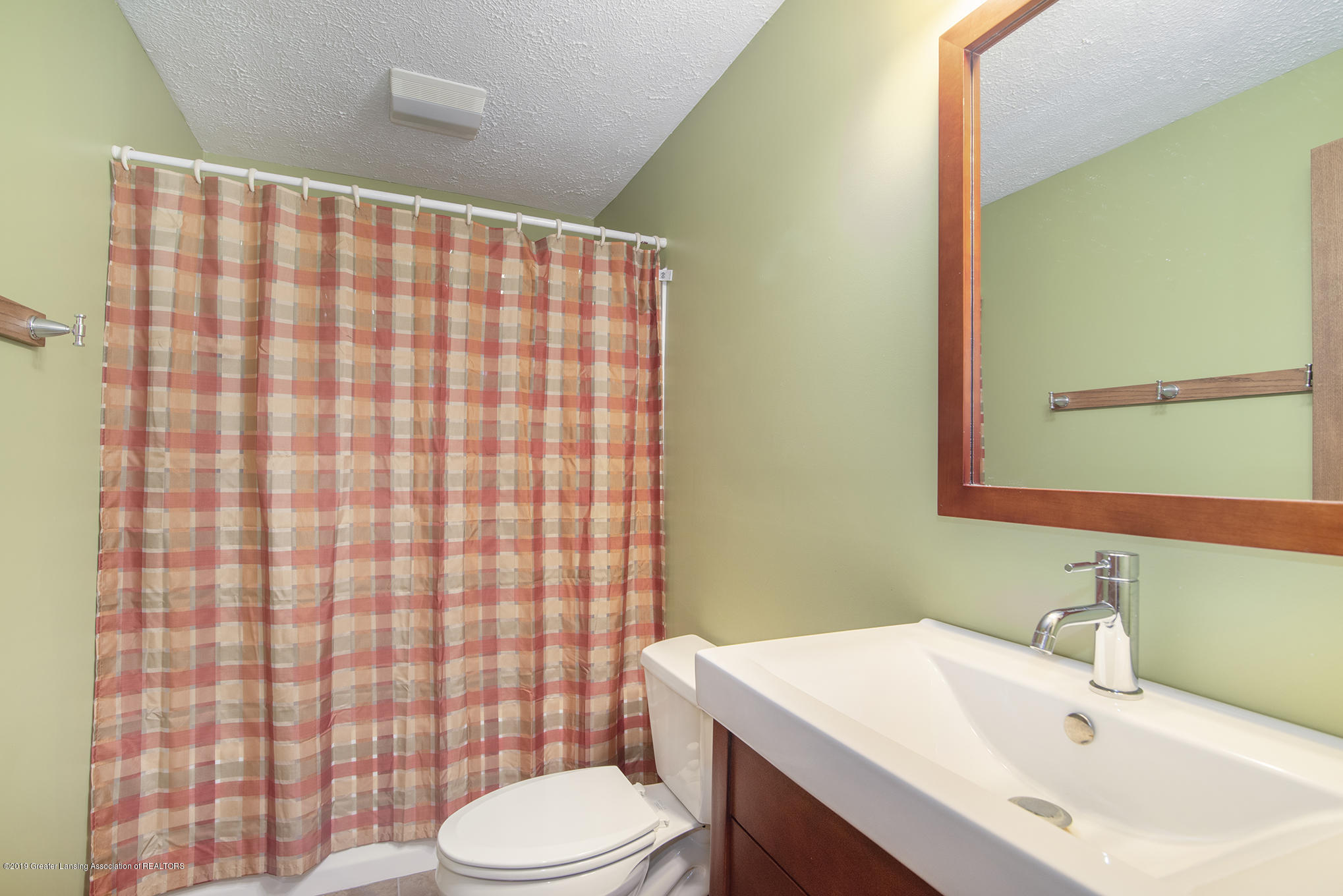2217 Narrow Lake Rd - Full Bath LL - 30