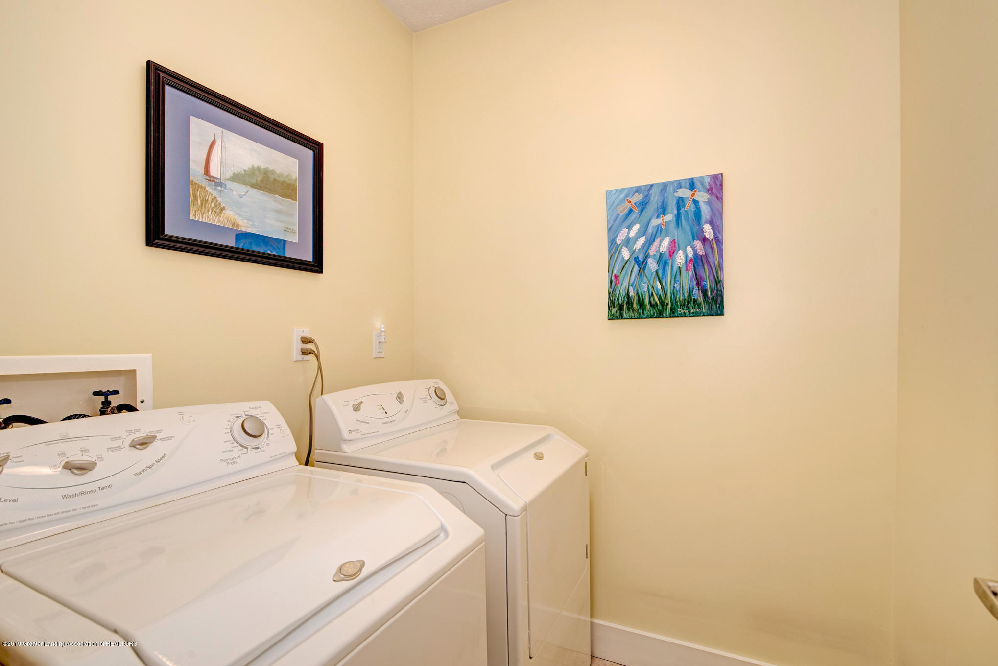 2217 Narrow Lake Rd - Main floor laundry - 31