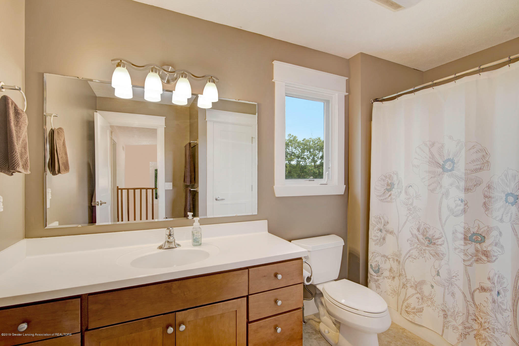 2217 Narrow Lake Rd - Full bath up - 23