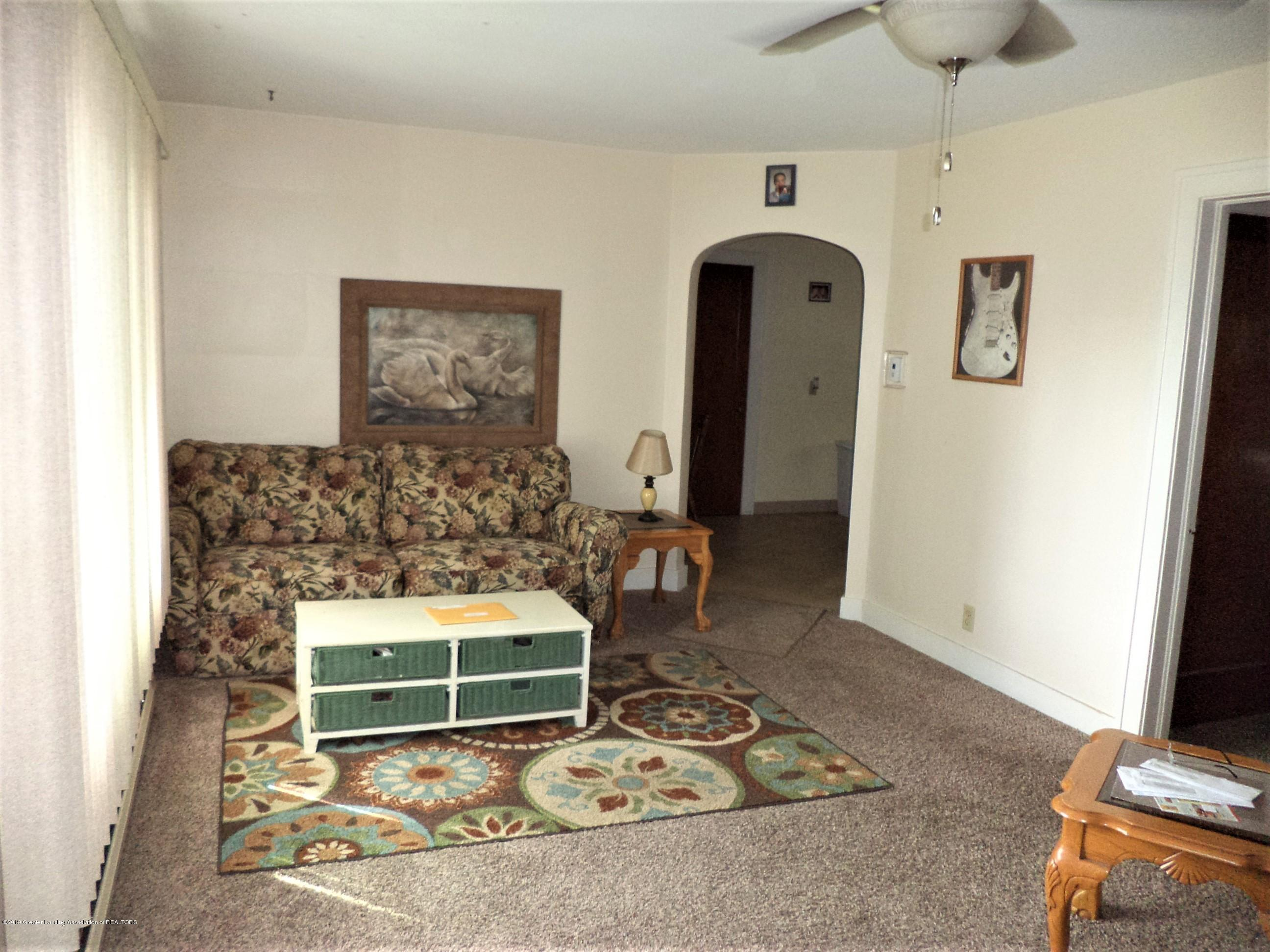611 E State St - Apt 2 Living Rm 2 - 30