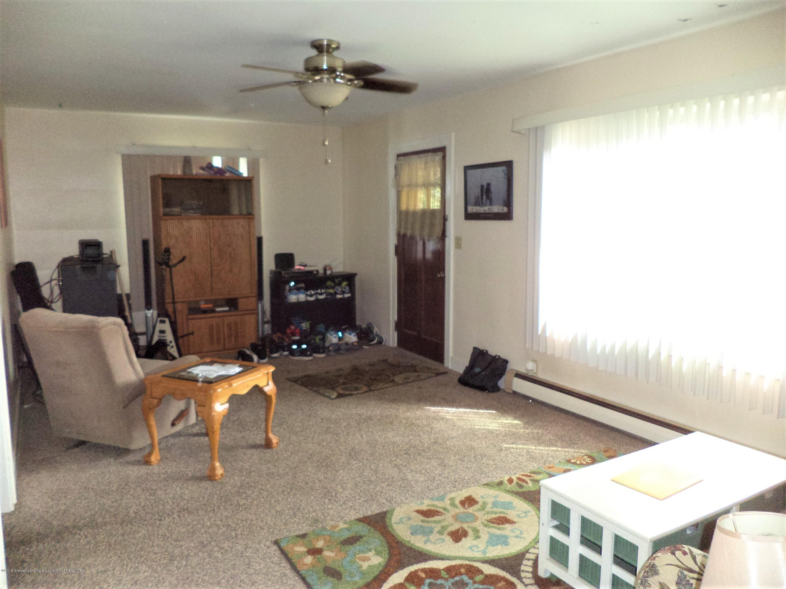 611 E State St - Apt 2 Living Rm - 29
