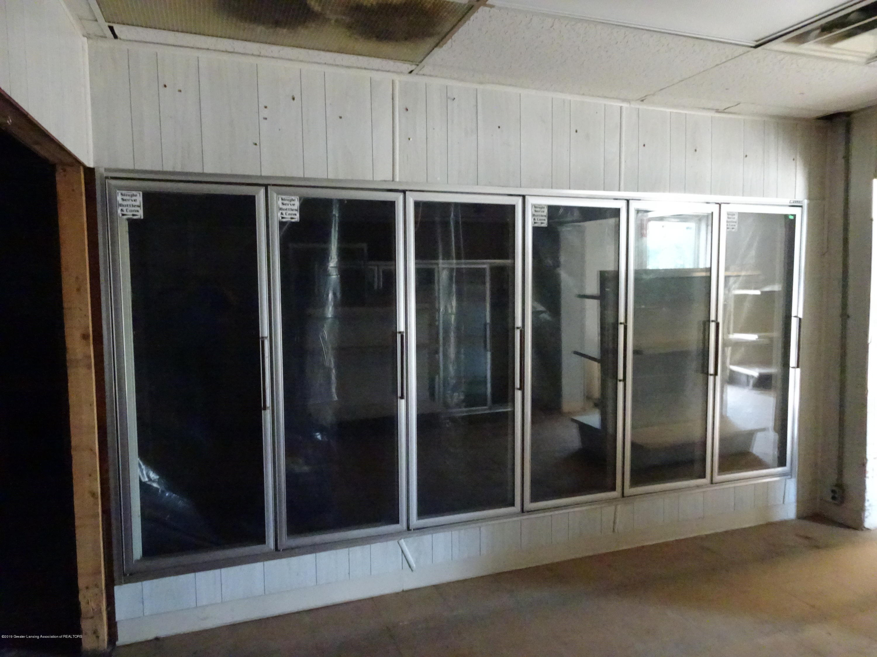 906 W Grand River Ave - Inside of Building - 4