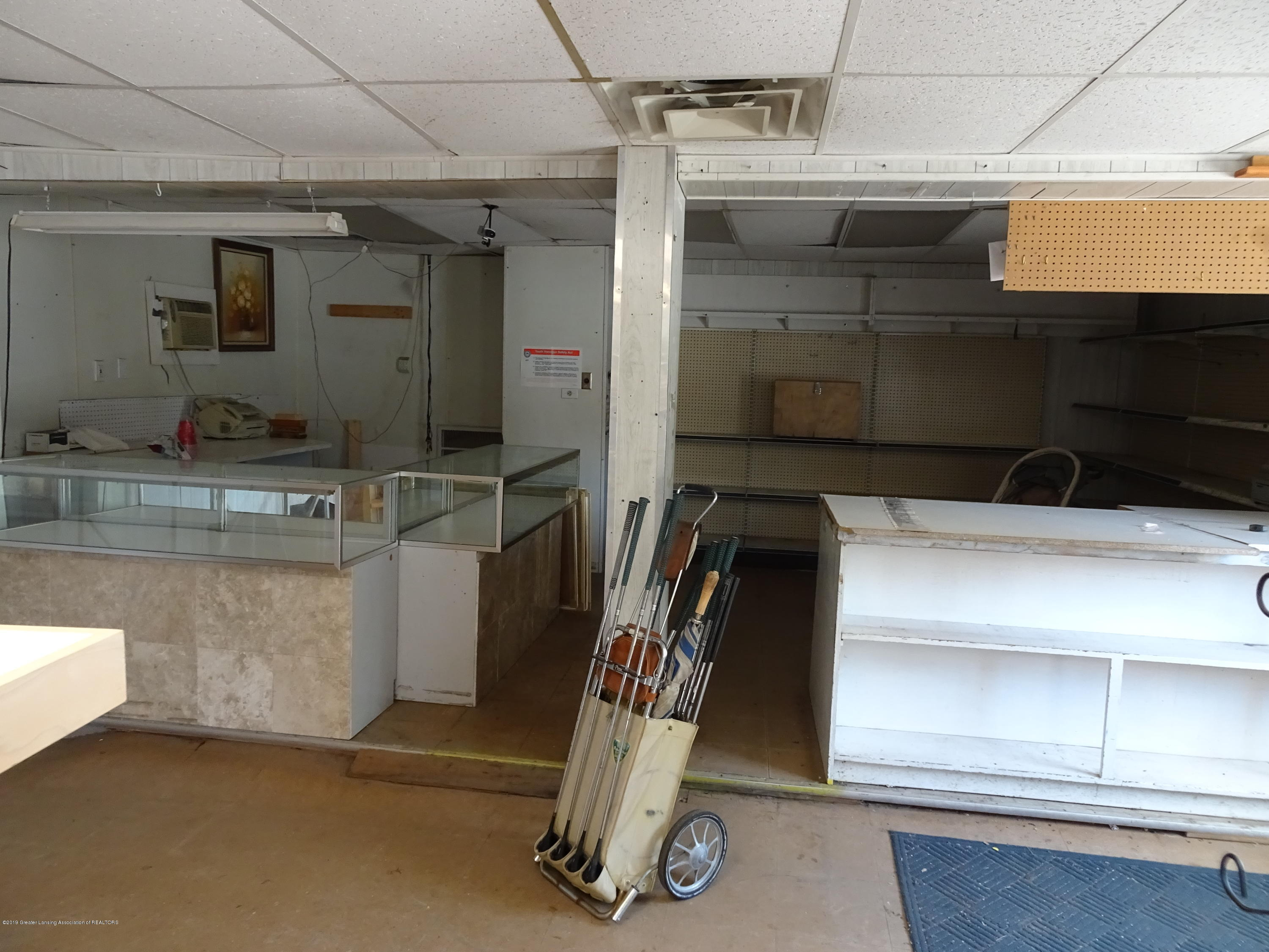 906 W Grand River Ave - Inside of Building - 7