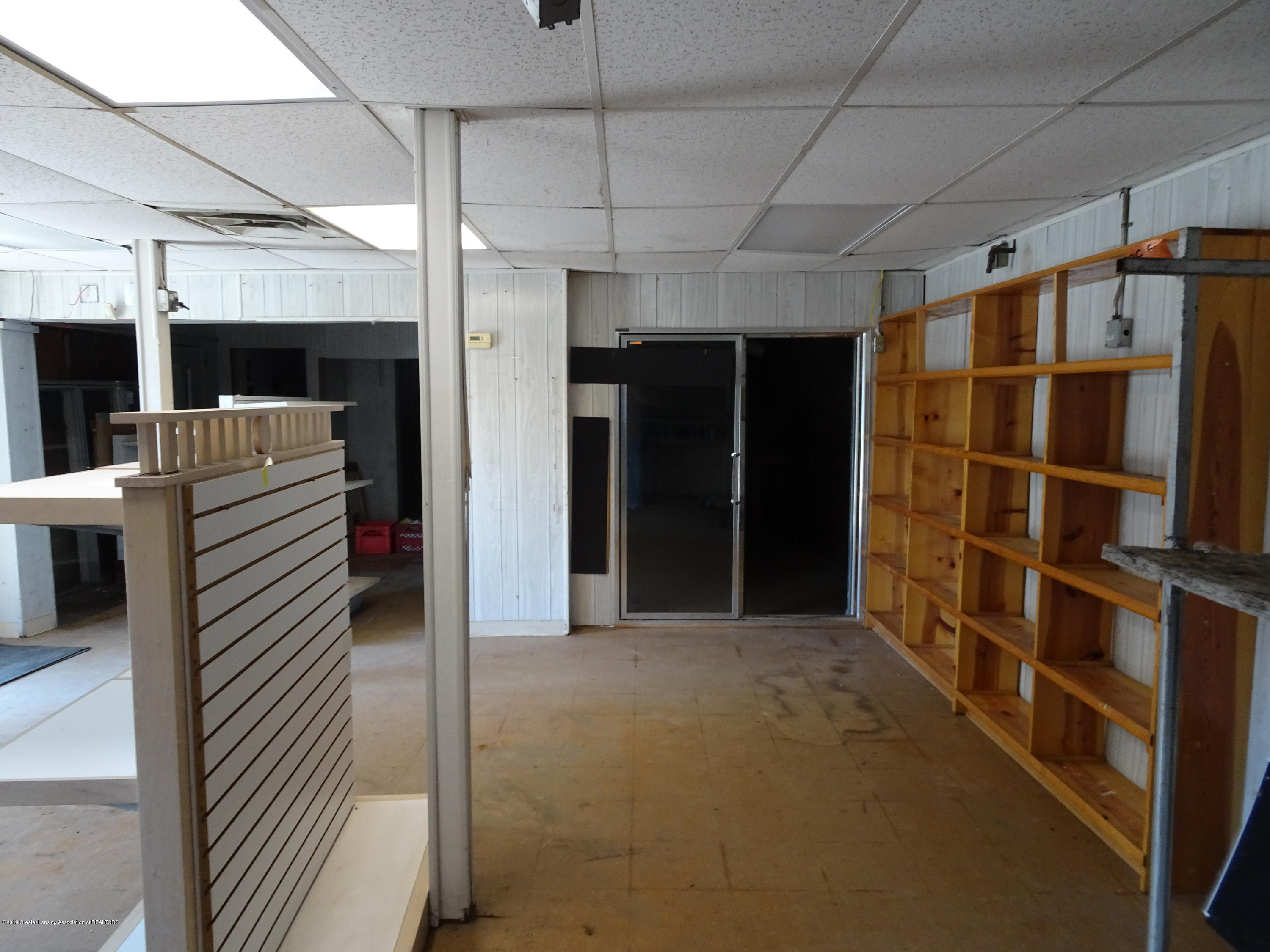 906 W Grand River Ave - Inside of Building - 9