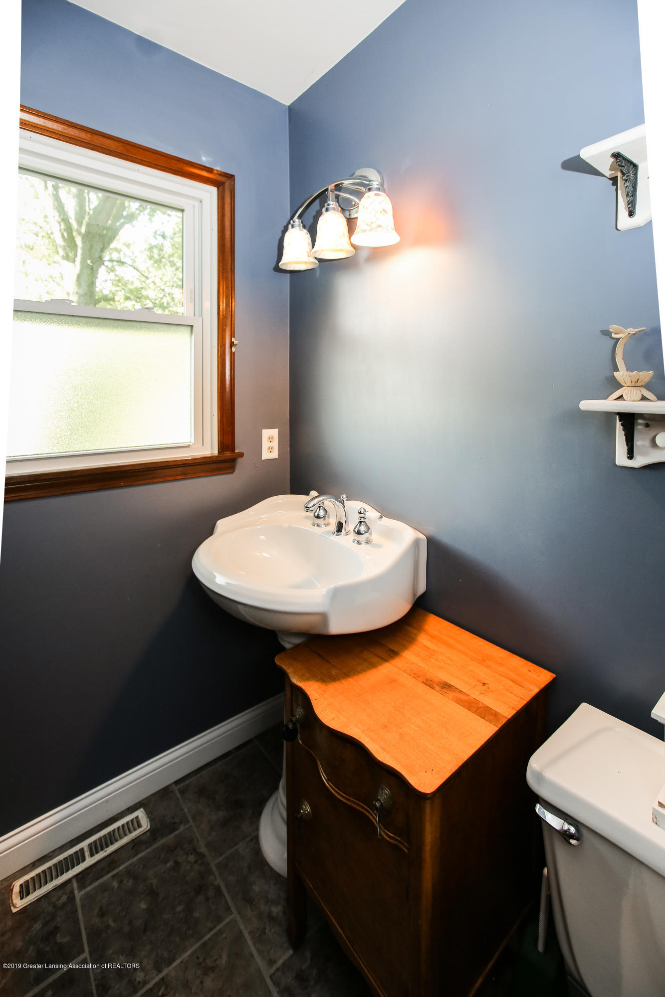 5953 W Cutler Rd - Half Bathroom - 24