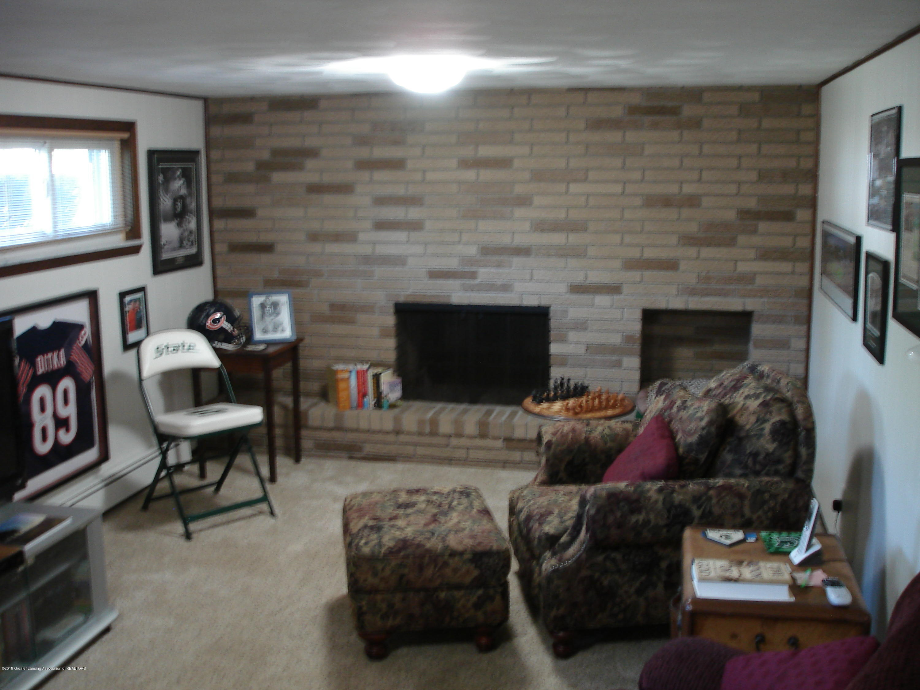 4841 Sutherland Dr - family room - 11