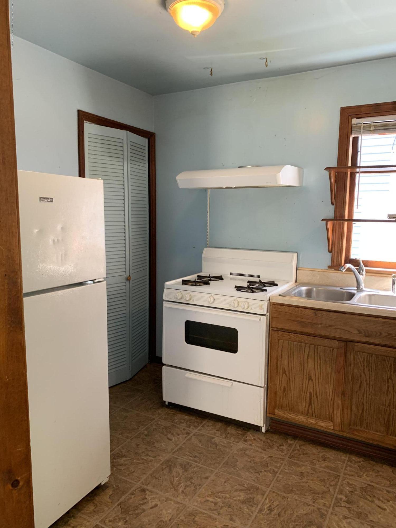 222 Lathrop St - Kitchen - 5