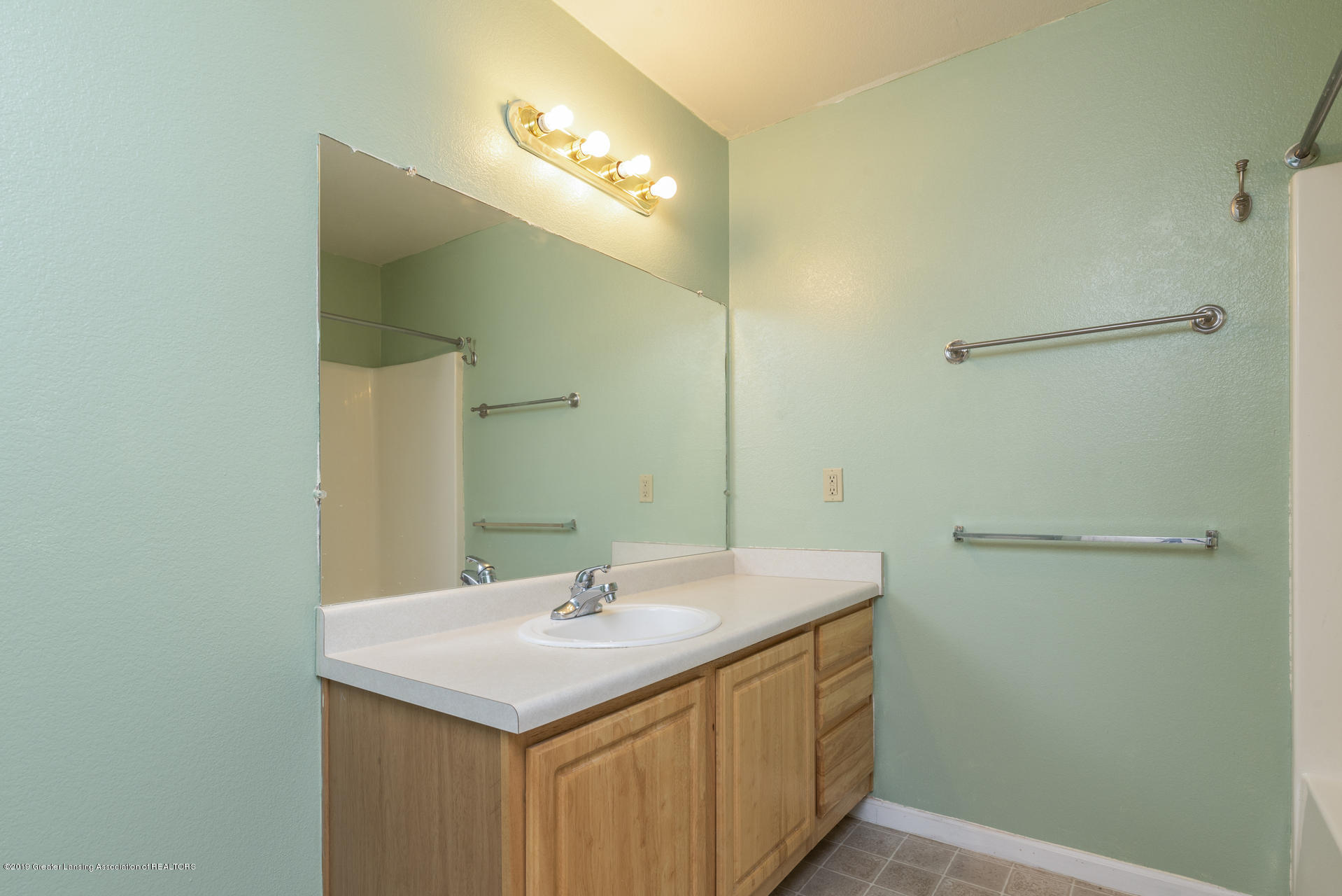 338 W Saginaw St UNIT 44 - 016-photo-bathroom-7483702 - 17