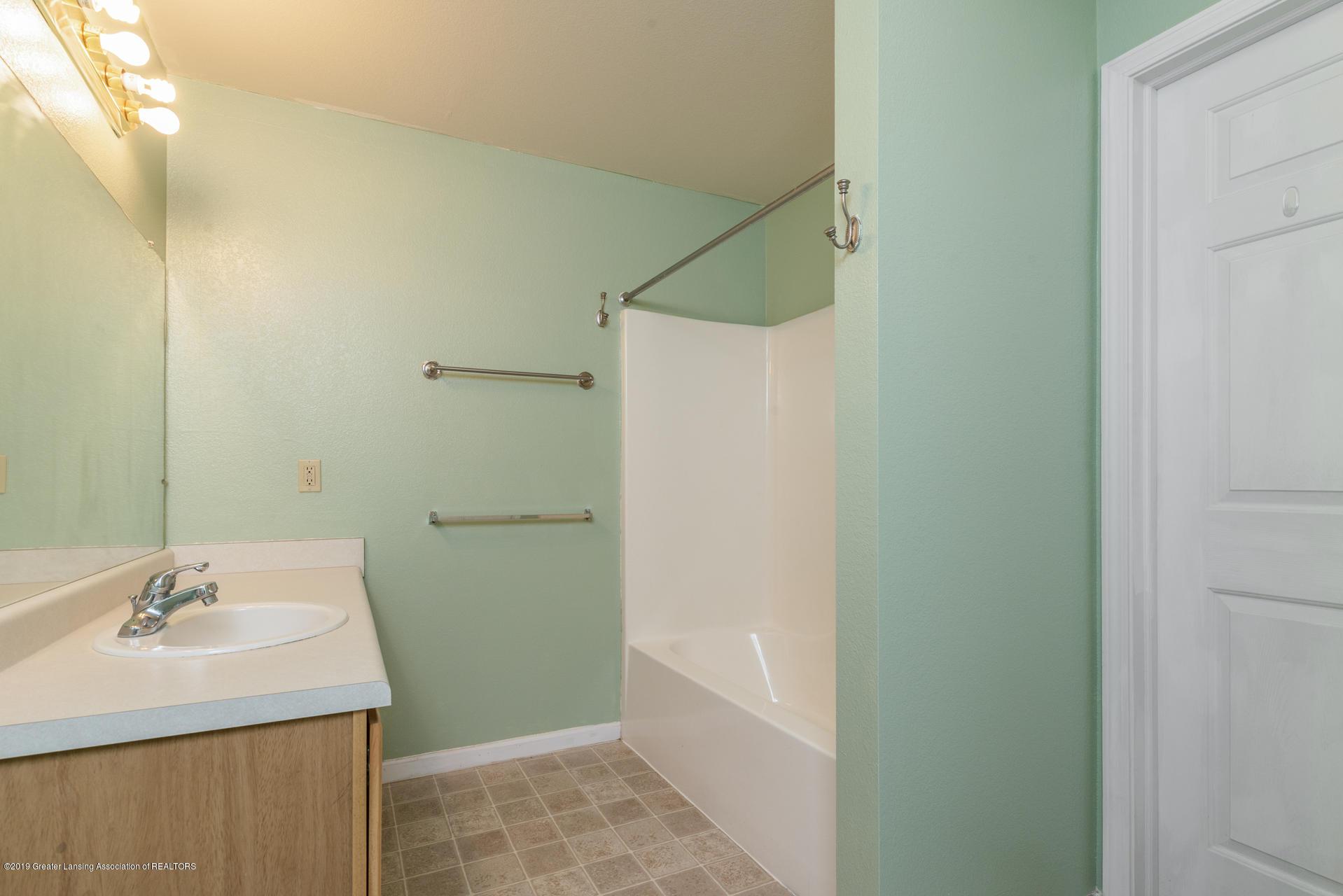338 W Saginaw St UNIT 44 - 017-photo-bathroom-7483703 - 18