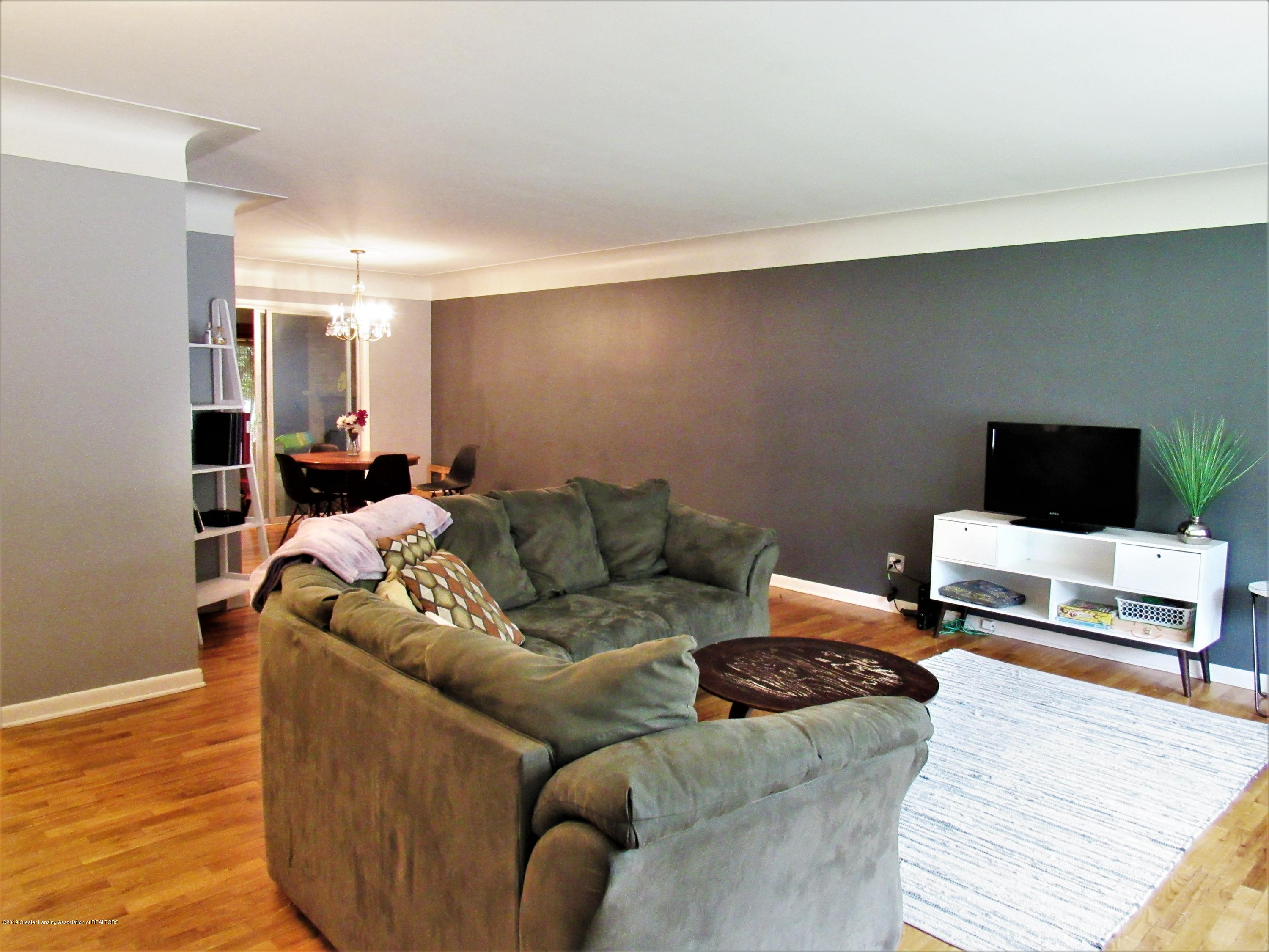 425 S Holmes St - Living Room View 2 - 4