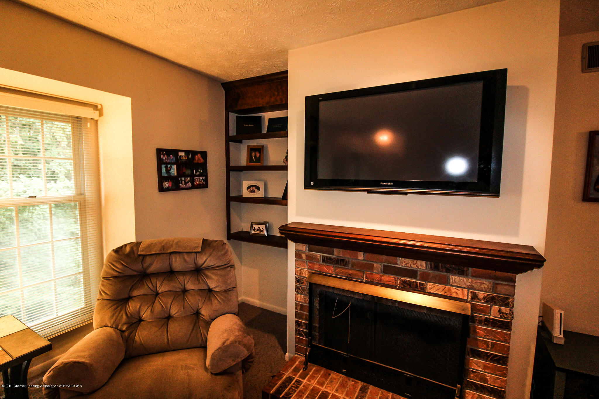 7235 Creekside Dr - Gas Fireplace - 9