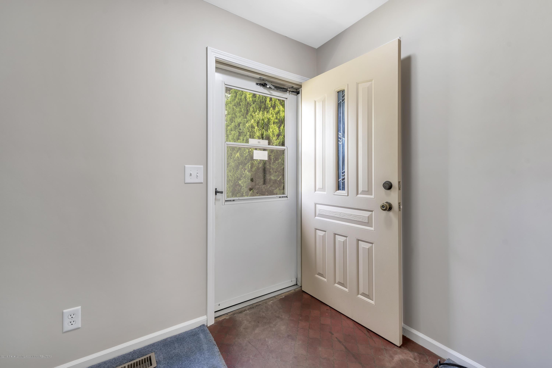 1065 W Main St - 1065-main-st-grand-ledge-mi-windowstill- - 6