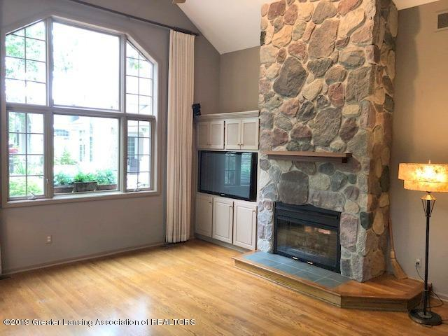 242 Abbott Woods Dr - Living Room - 4