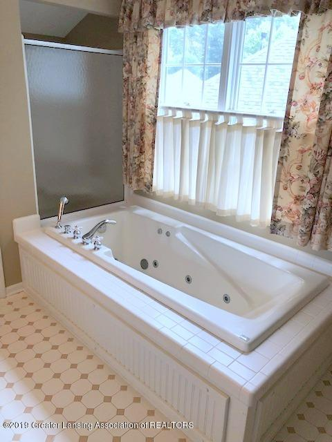 242 Abbott Woods Dr - Master Bath - 25