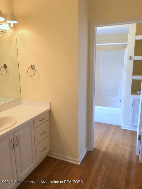 242 Abbott Woods Dr - First Floor Full Bath - 21