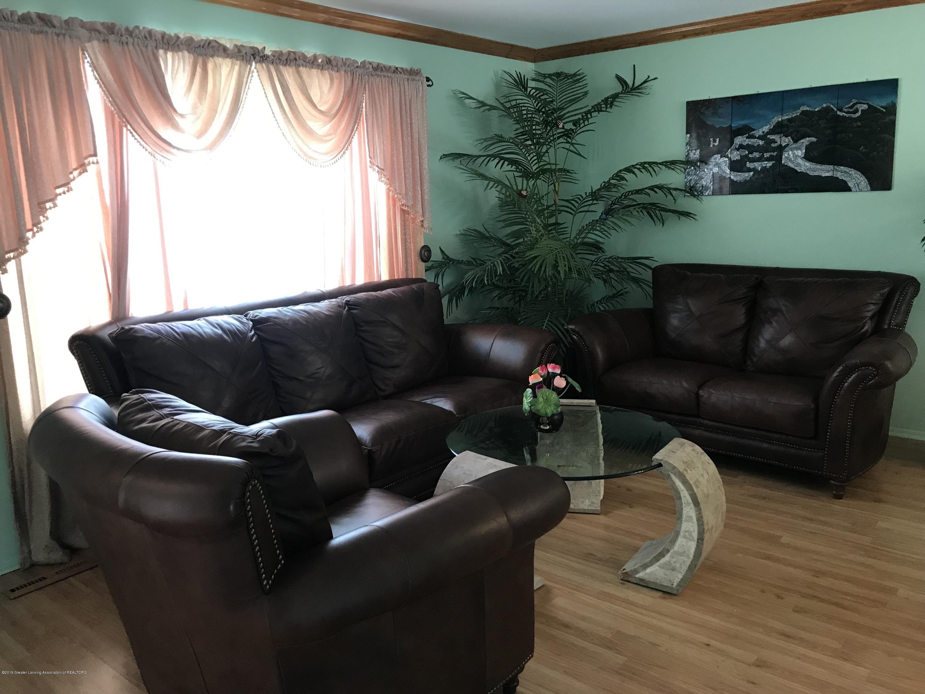 517 Harvest Ln - Living Room - 6