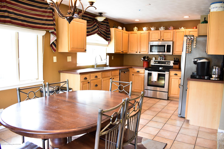 230 N Hartel Rd - Eat-in kitchen - 6