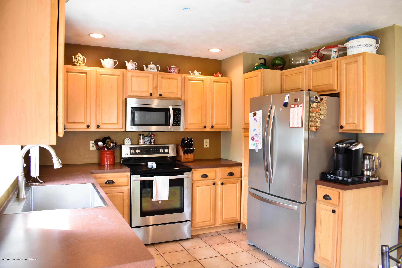 230 N Hartel Rd - Kitchen - 7